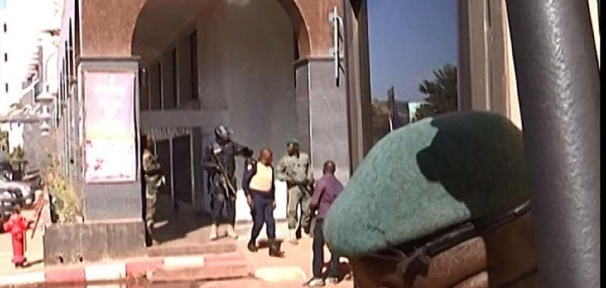 Теракт в Малі: спецоперацію завершено, шукають терористів
