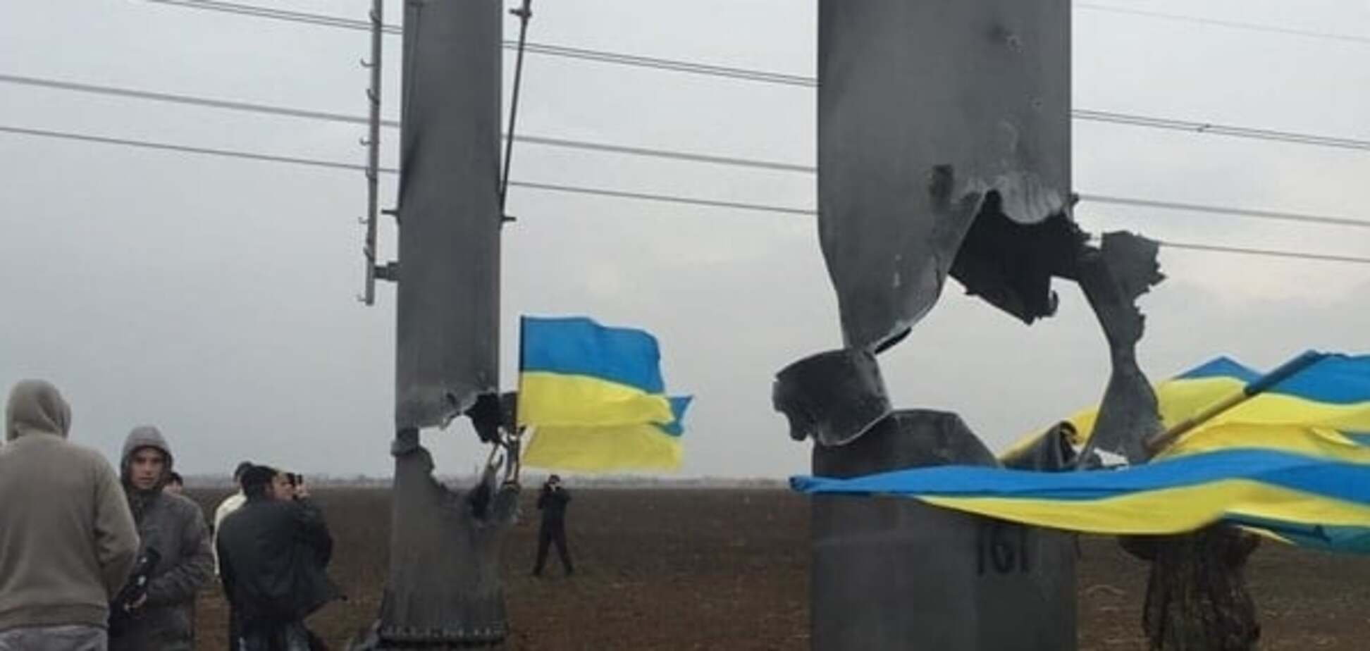 Блокада Криму: бригадам не дають ремонтувати підірвані електролінії