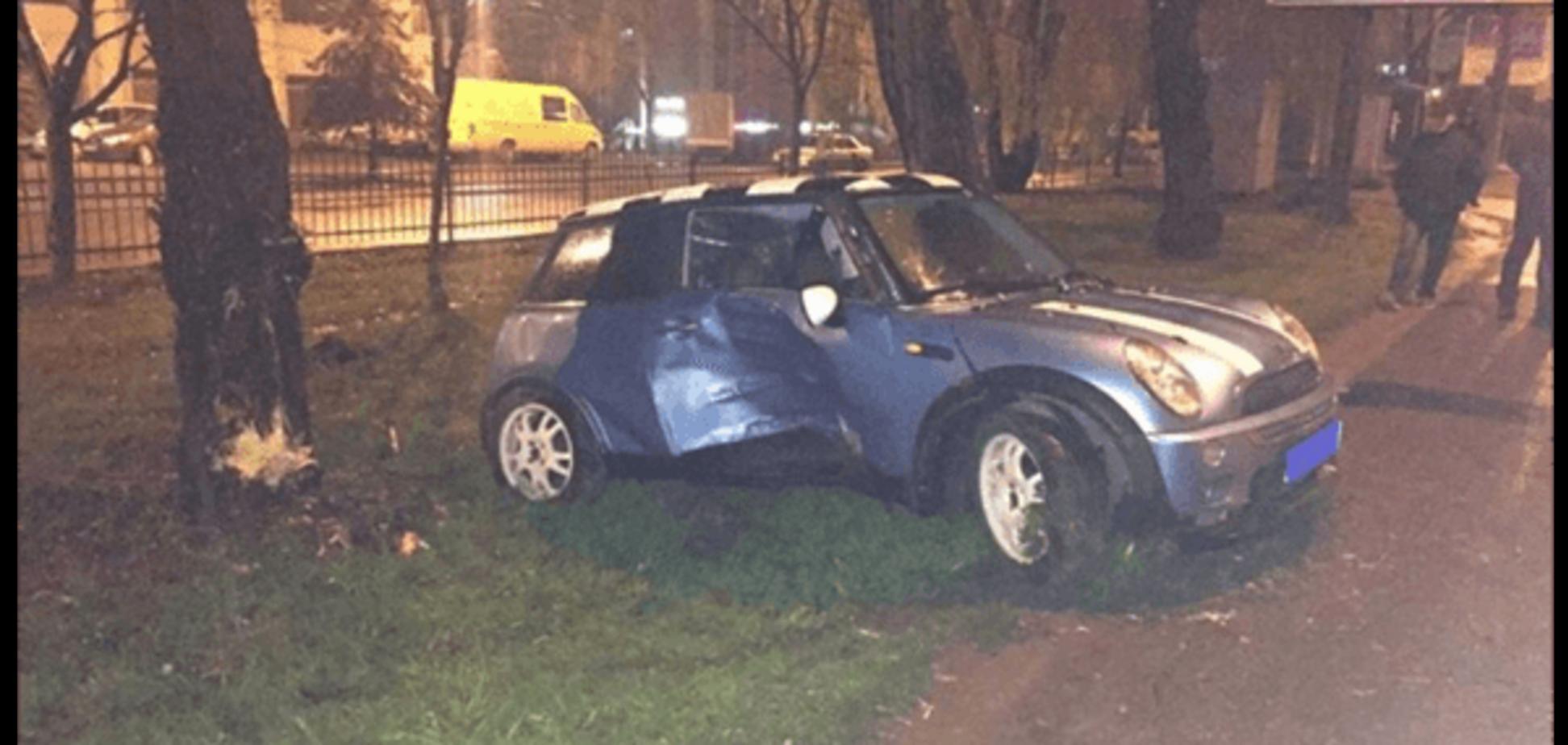 У Львові п'яний митник розбив машину і намагався домовитися з поліцією