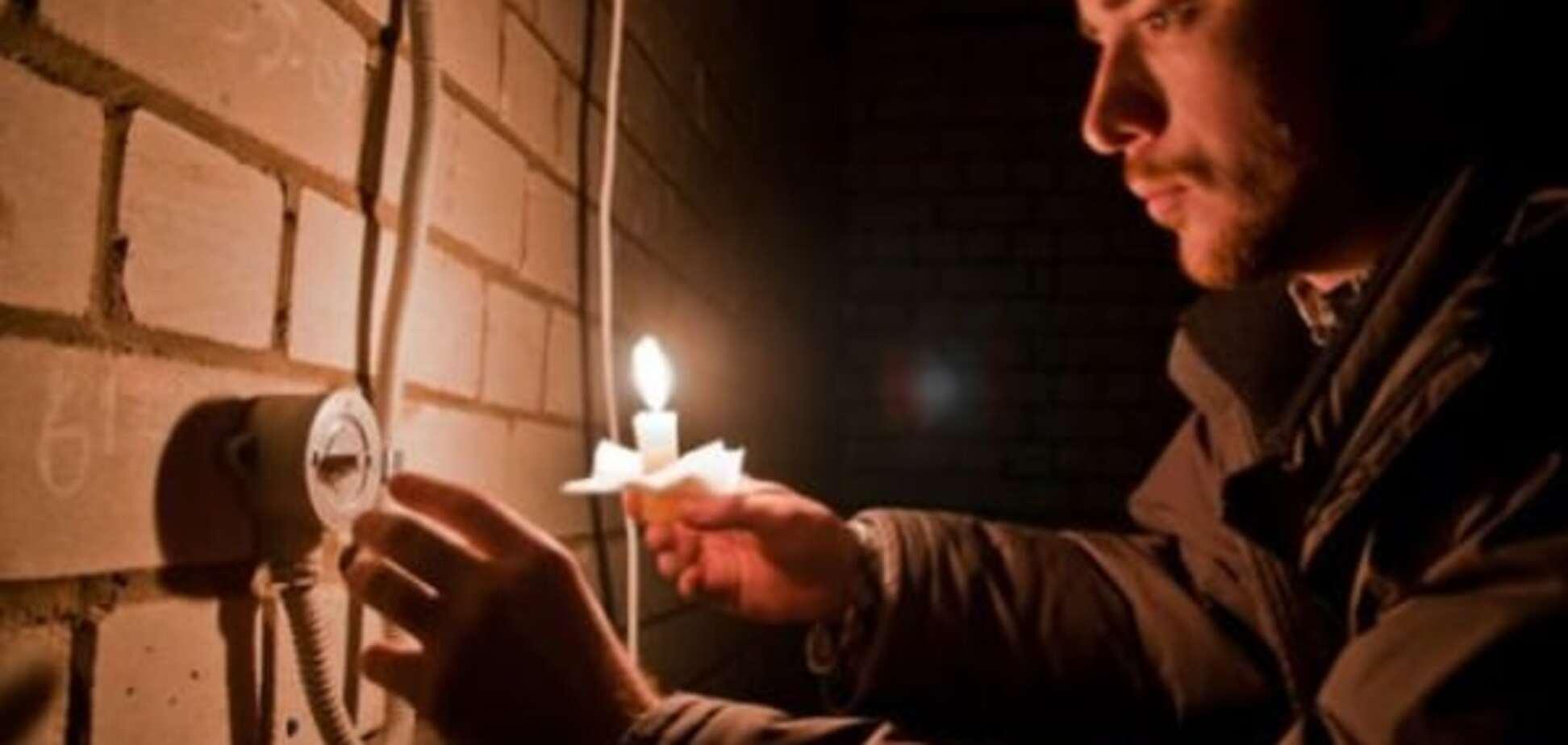 Керч у темряві: у місті вишикувалися черги за свічками і хлібом