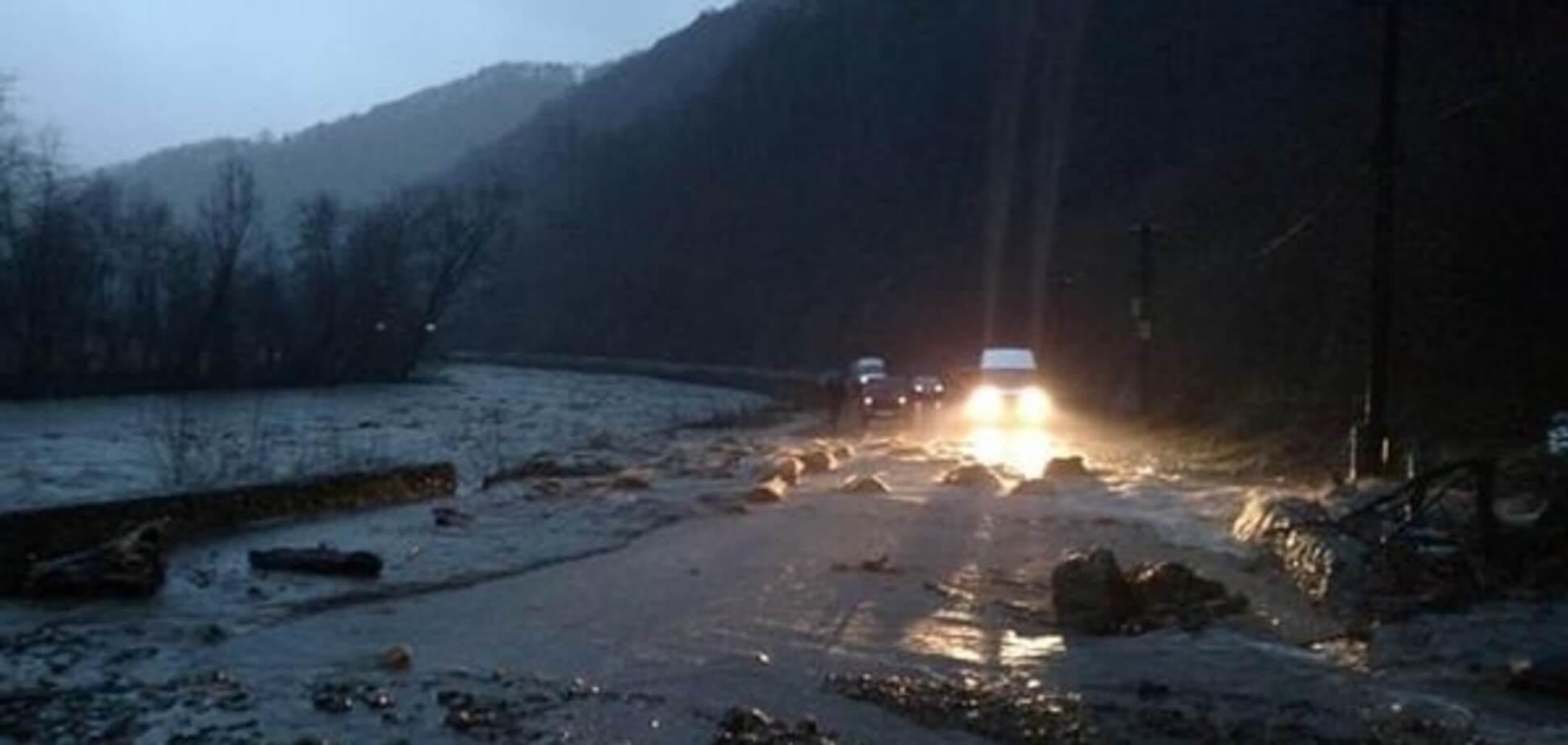 Повінь на Закарпатті: вода пішла на спад