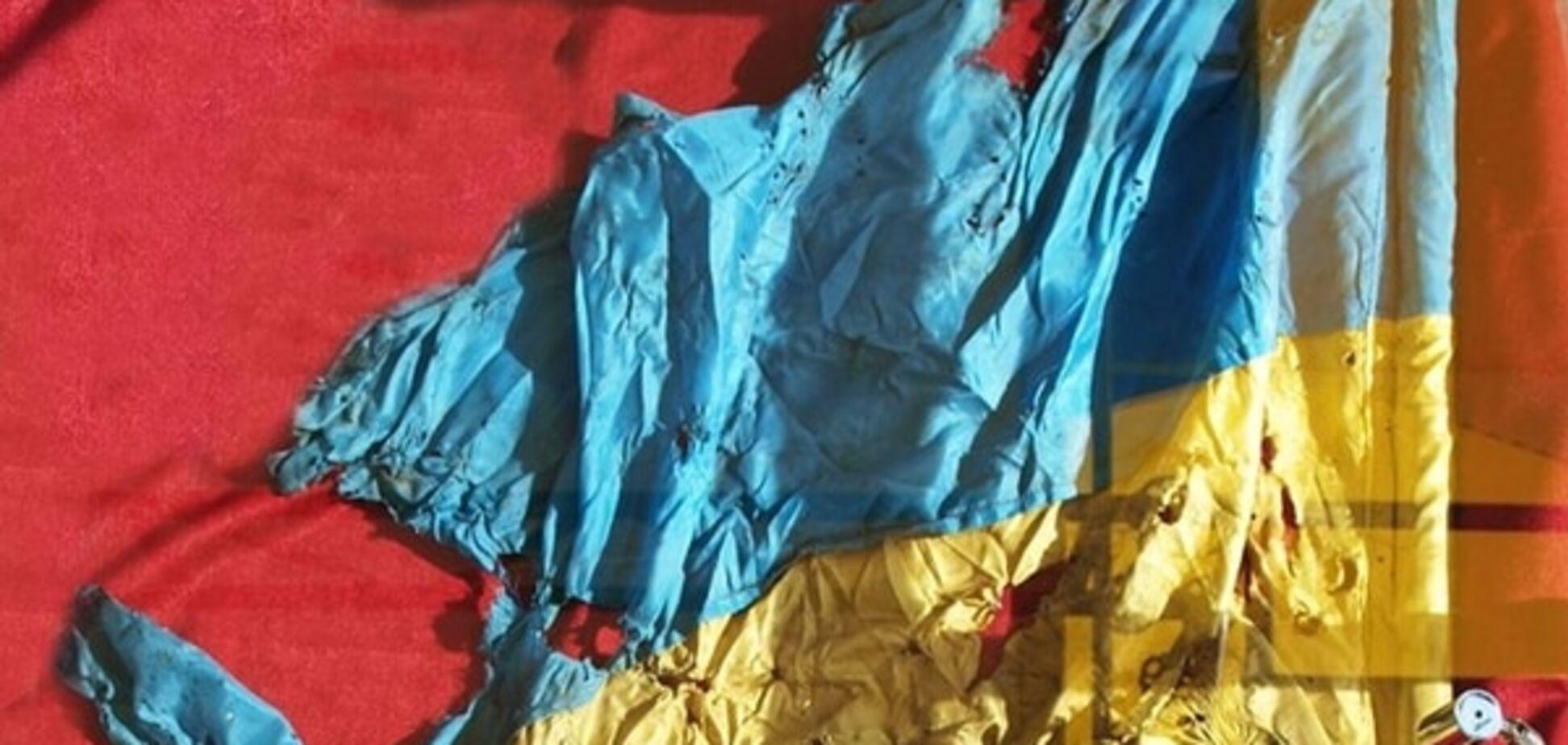 Бачив пекло Іловайська: Генштаб показав понівечений прапор нескорених героїв АТО. Фото і відеофакт