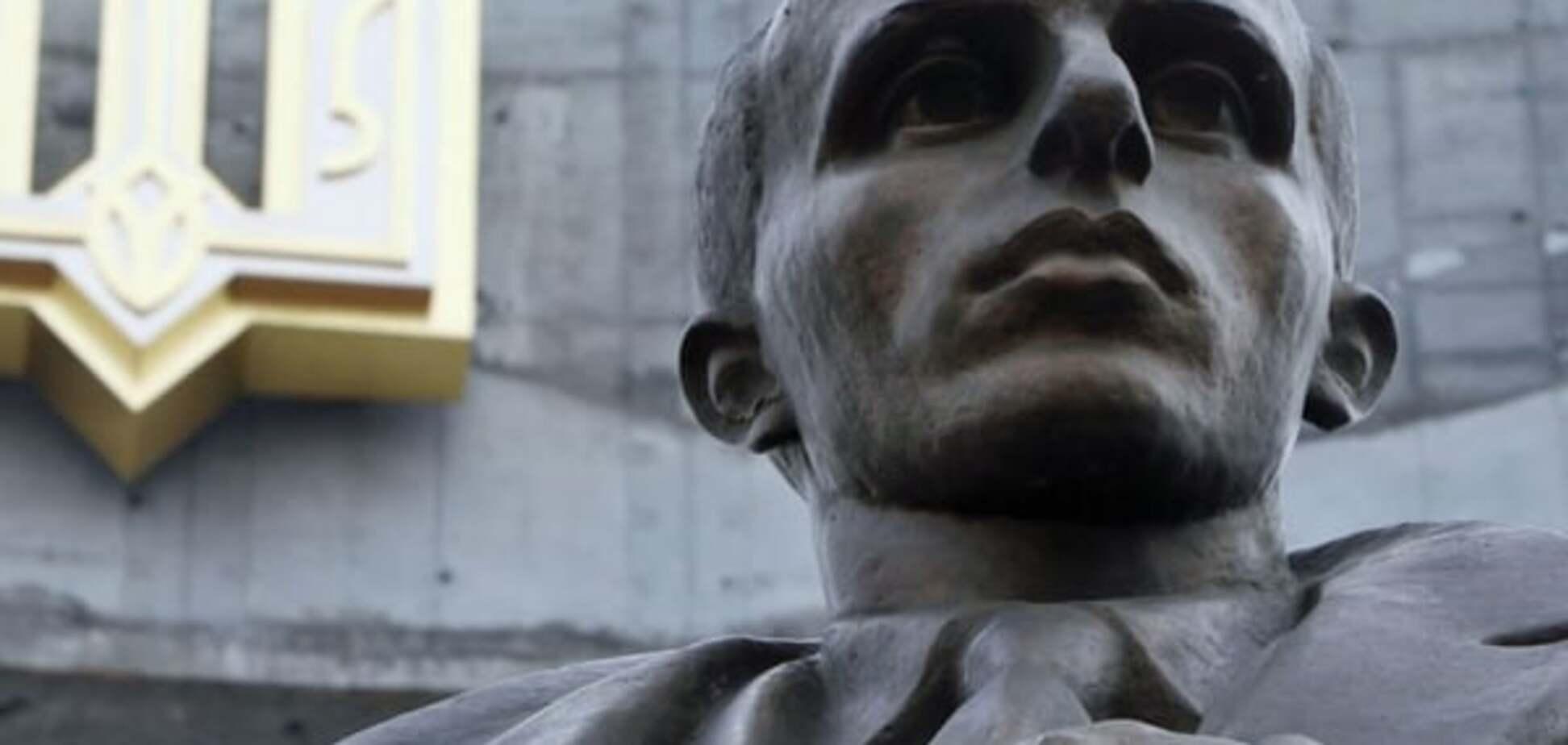 В Украине хотят вернуть Бандере звание Героя: россияне закатили скандал