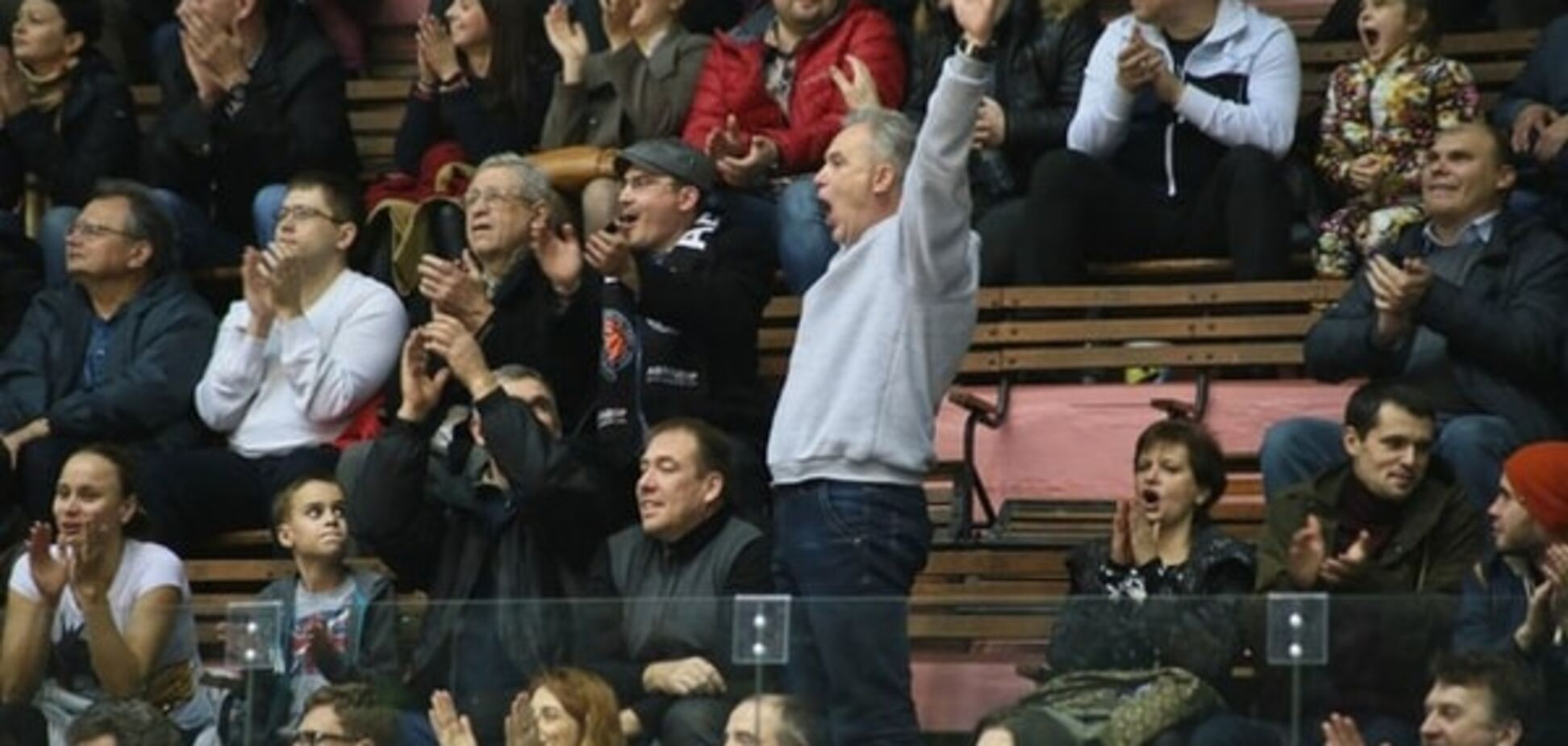 Российские болельщики вывесили скандальный баннер на игре с турками