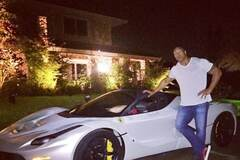 Суперкар не для рестлеров: 'Скала' не поместился в Ferrari