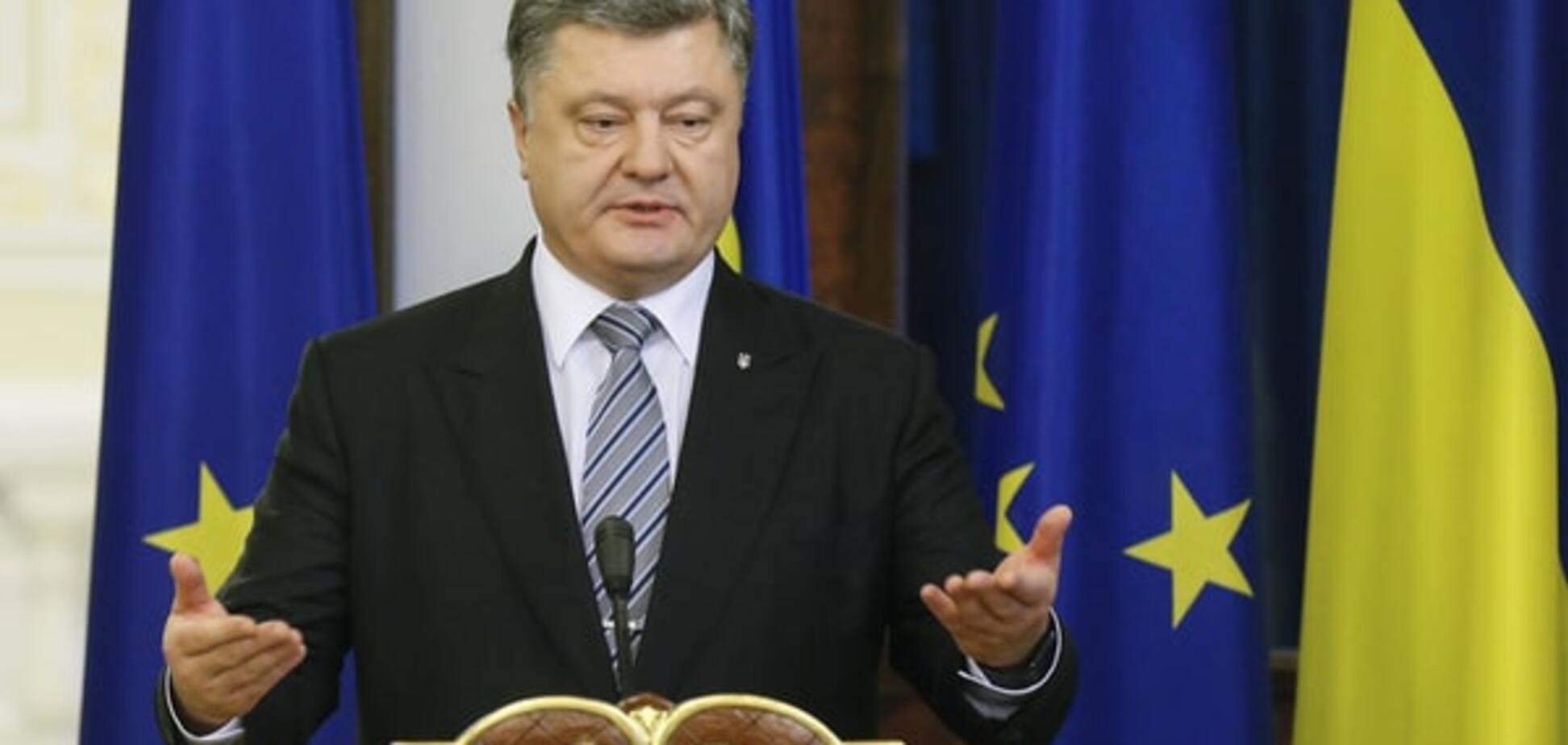 Порошенко потребовал полной и безоговорочной декоммунизации в Украине