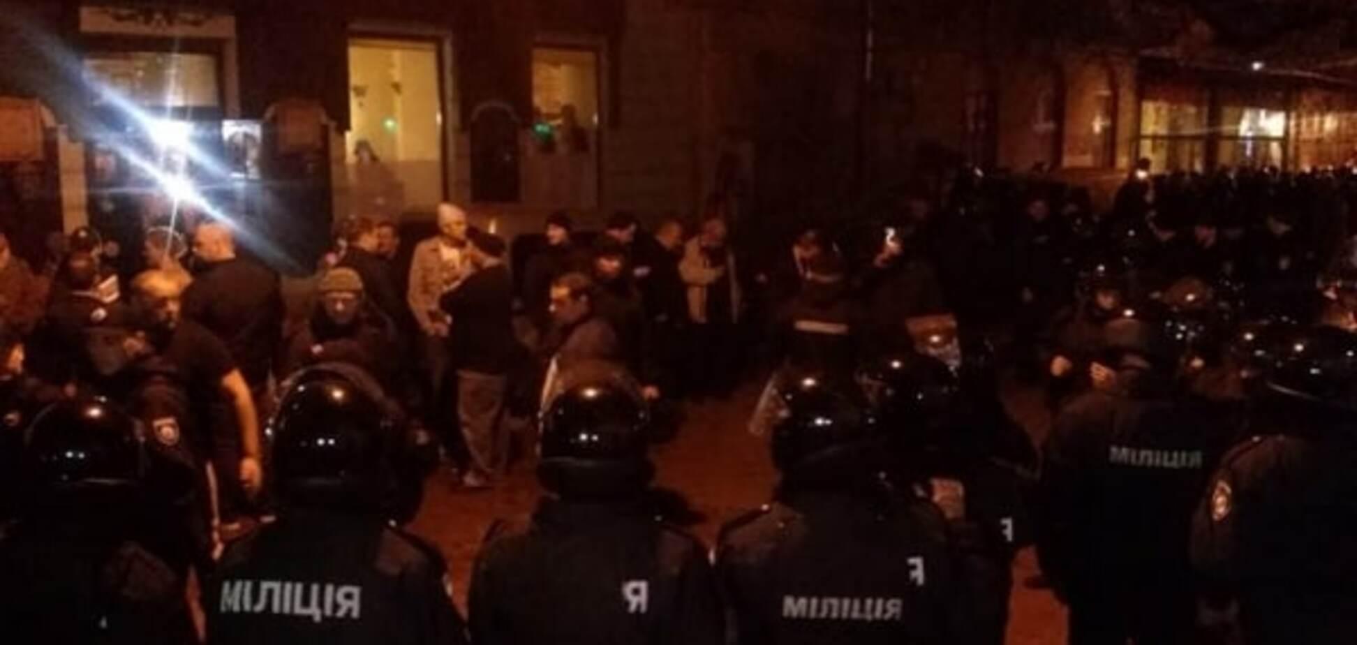 Невідомі у масках побили шведських уболівальників у Львові