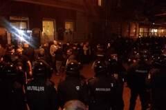 Неизвестные в масках избили шведских болельщиков во Львове