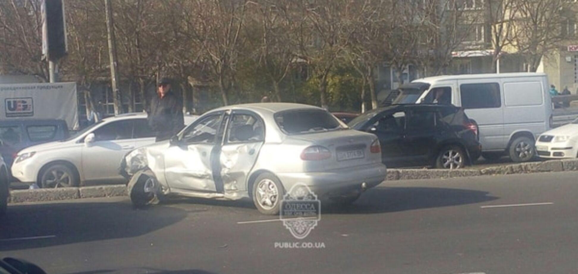 В Одесі мотоцикл врізався в Lanos: мотоцикліст загинув на місці