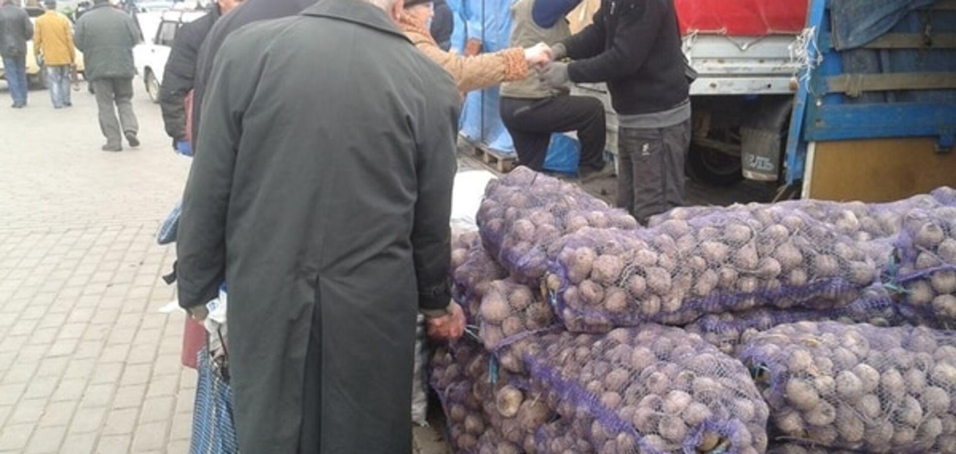 Вкрав 'бурячину': головний письменник 'ЛНР' викрив голодуючого пенсіонера Луганська. Фотофакт