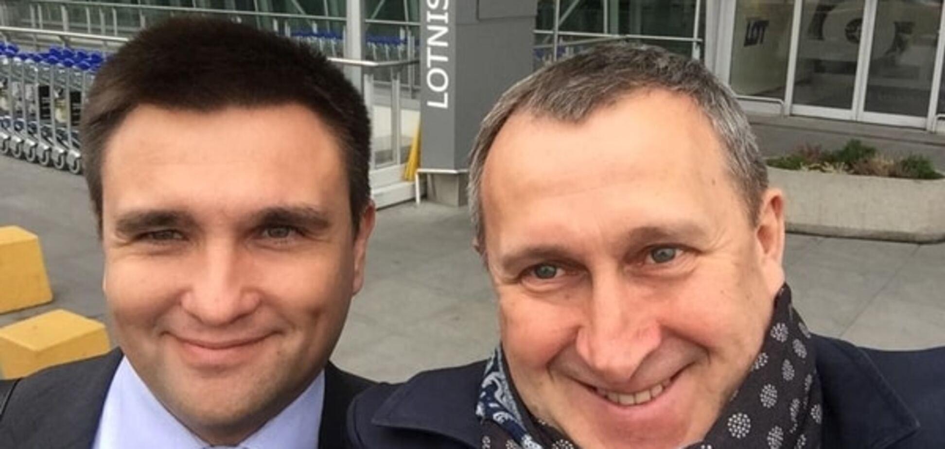 Щасливі дипломати: Клімкін та Дещиця зробили миле селфі в аеропорту