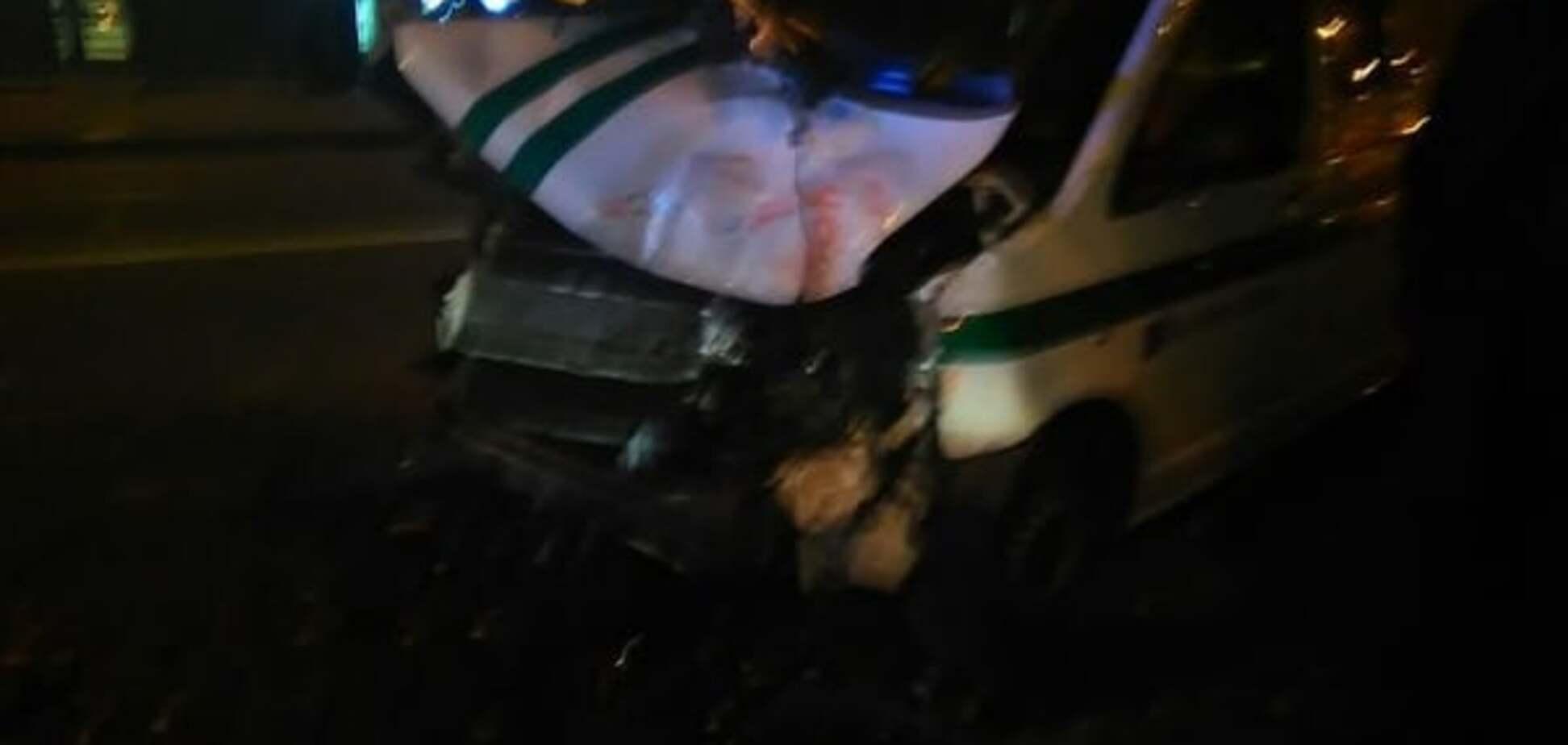 В Киеве автомобиль с инкассаторами врезался в трамвай