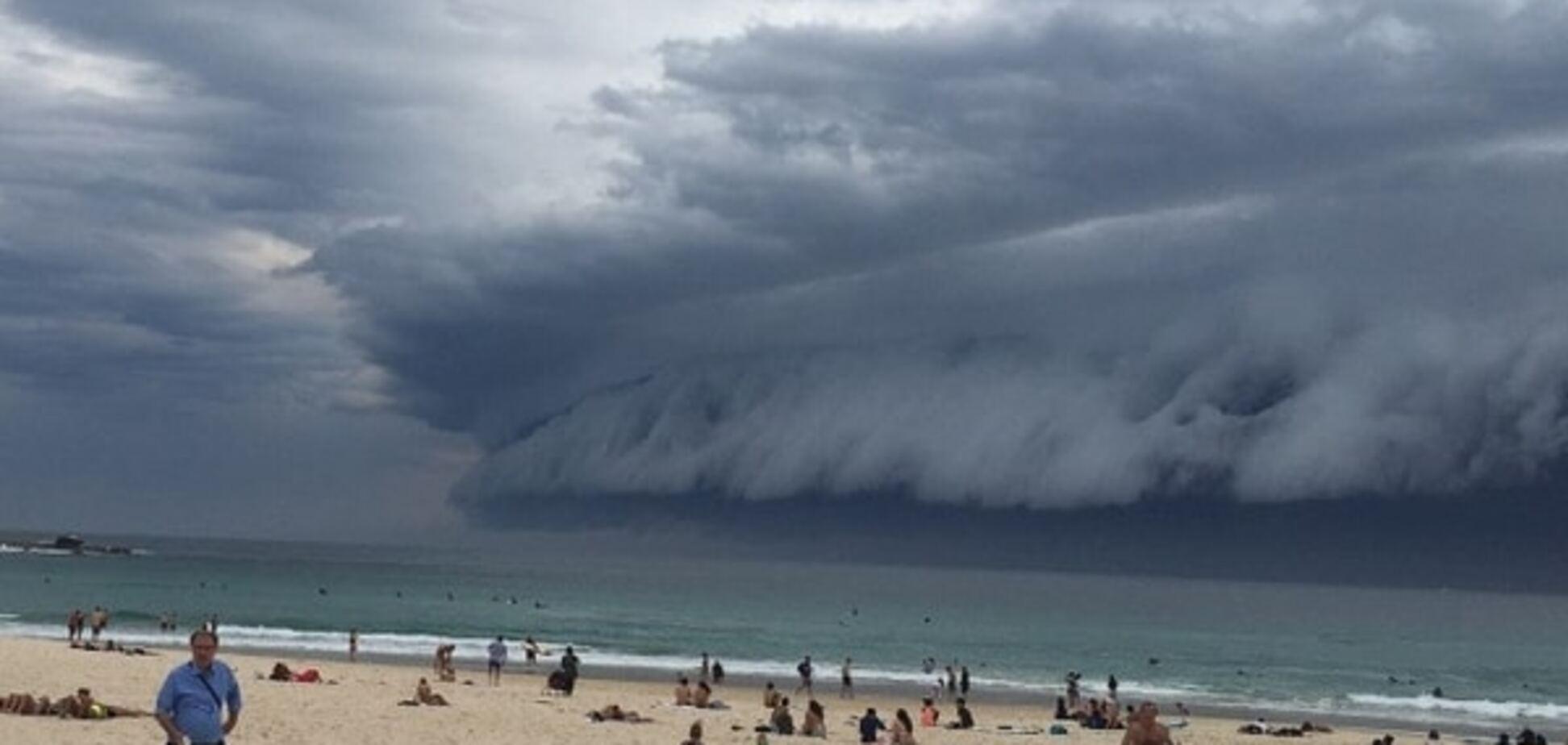 Австралию накрыло гигантское цунами из облаков: фото и видео