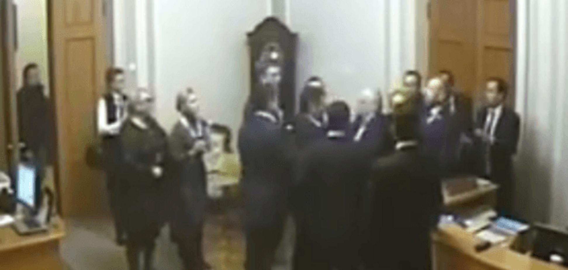 Камеры наблюдения зафиксировали потасовку между Тетеруком и Кужель: опубликовано видео
