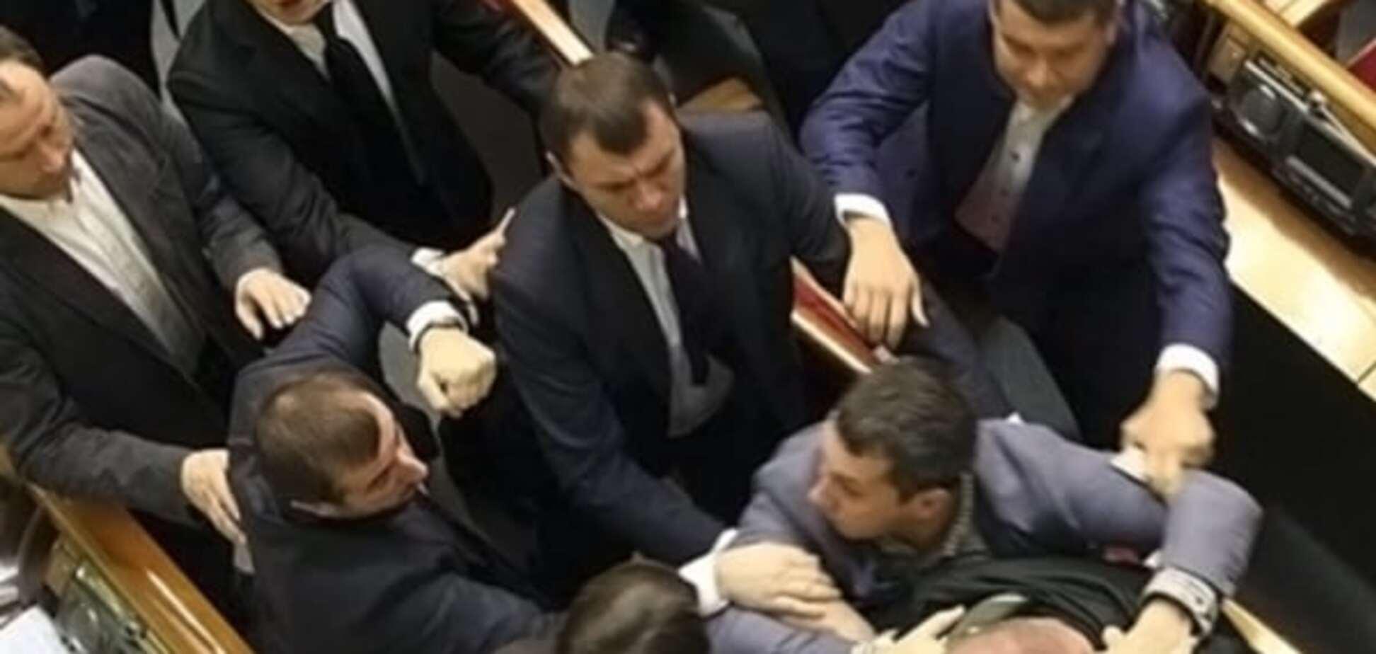 Бей первым: ТОП-5  видео скандальных драк депутатов в Верховной Раде
