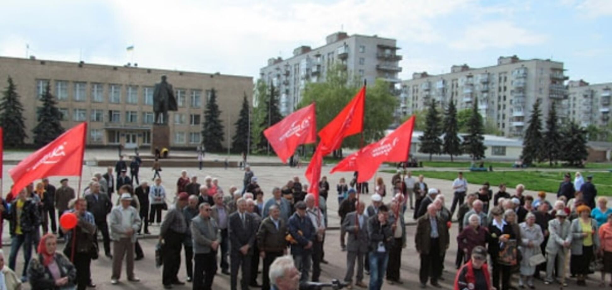 На Сумщині чоловік з пістолетом намагався розігнати мітинг комуністів