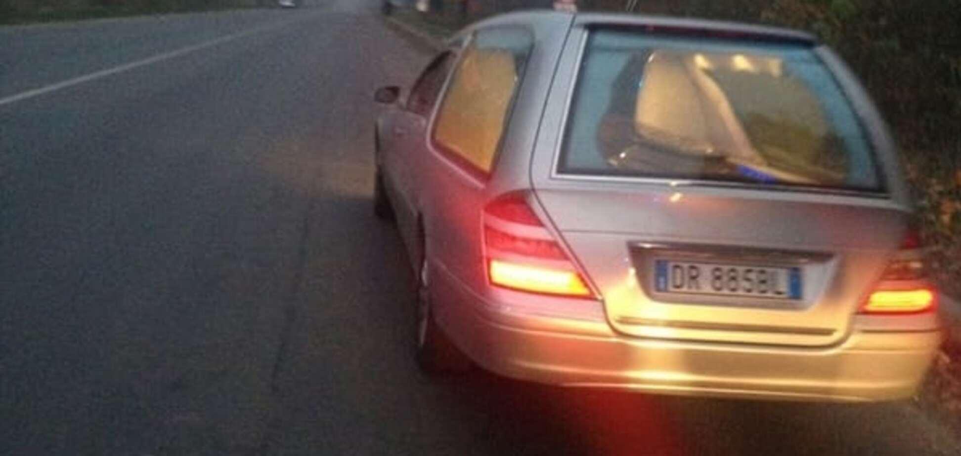 Полиция Львова помогла итальянцу, который сутки блуждал с покойником на катафалке