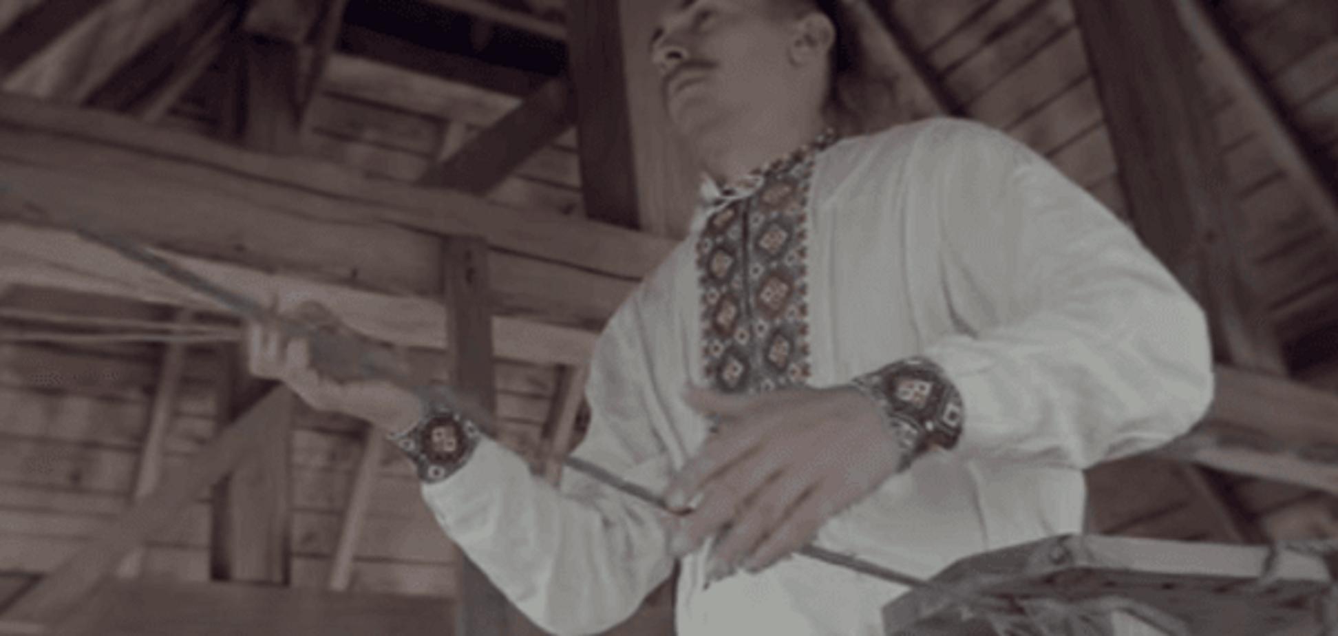 Сон козака: доброволець Дзвонар на дзвонах виконав музику воїнів. Відеофакт
