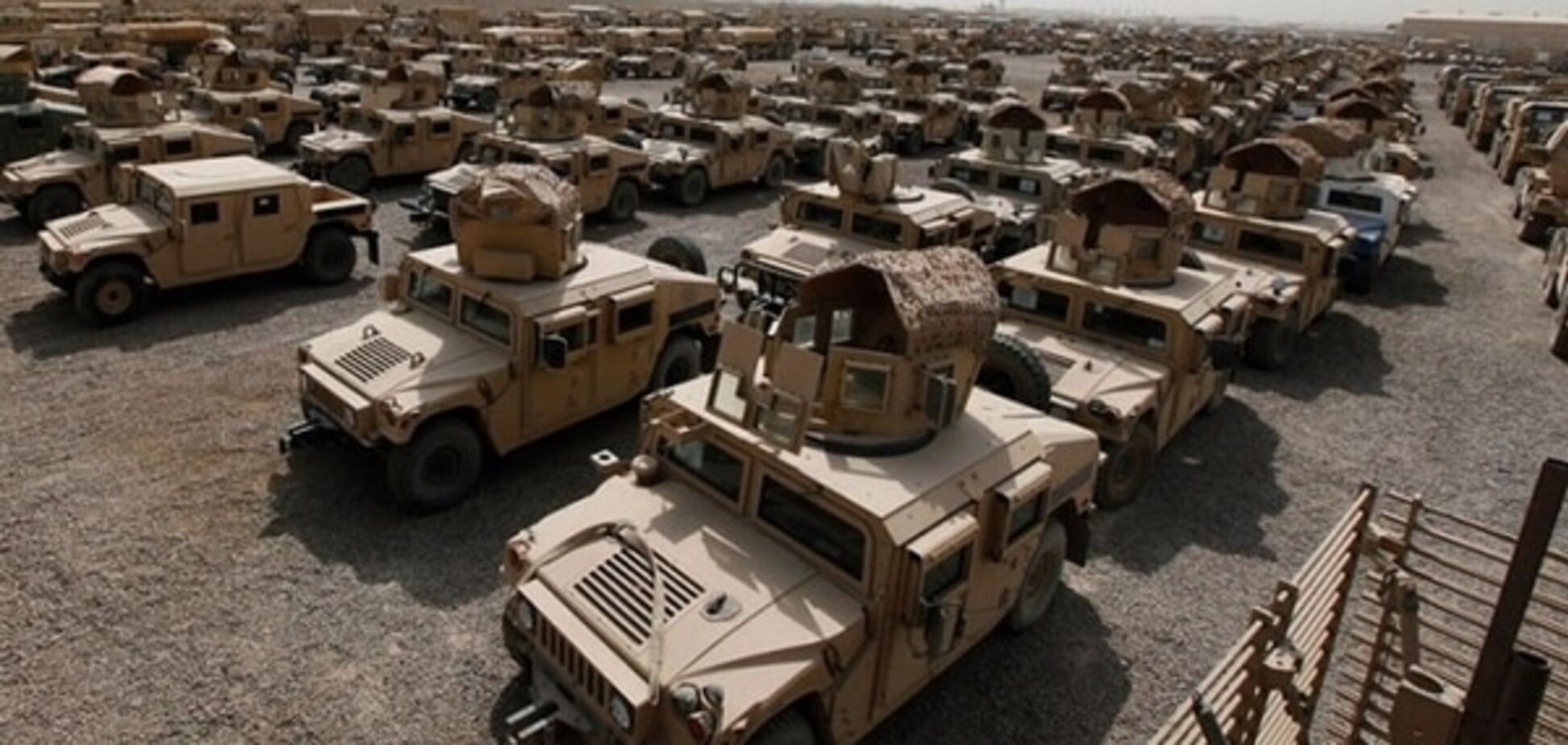 Пластиковые окна и разрывающиеся шины: вместо военной техники США передали Украине мусор