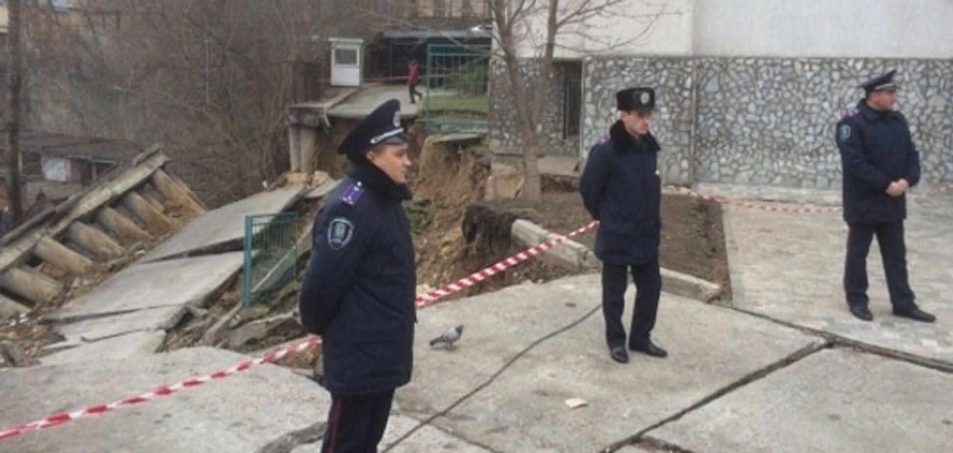В Киеве оползень повредил фундамент многоэтажки