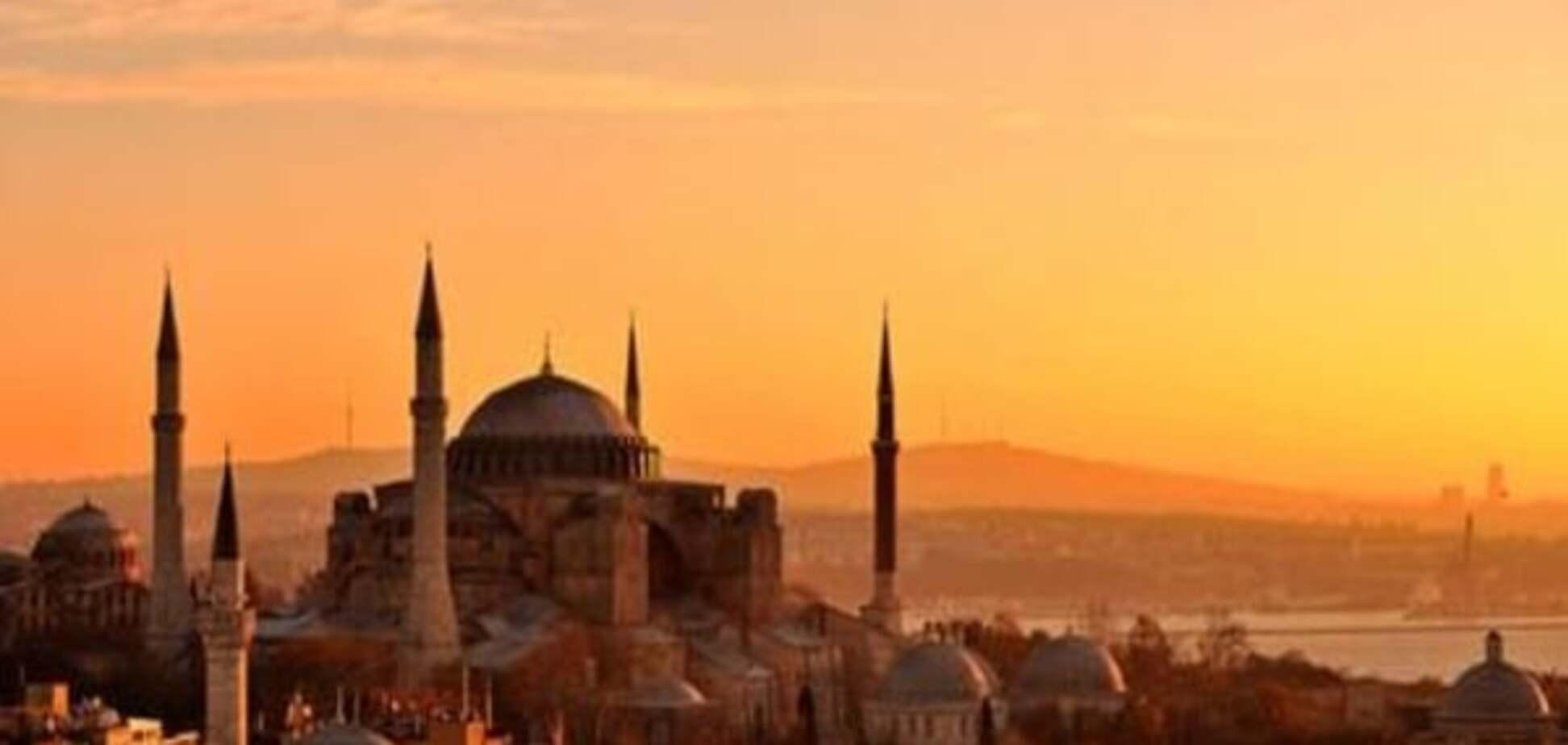 Через вибух біля станції метро у Стамбулі постраждали п'ятеро людей
