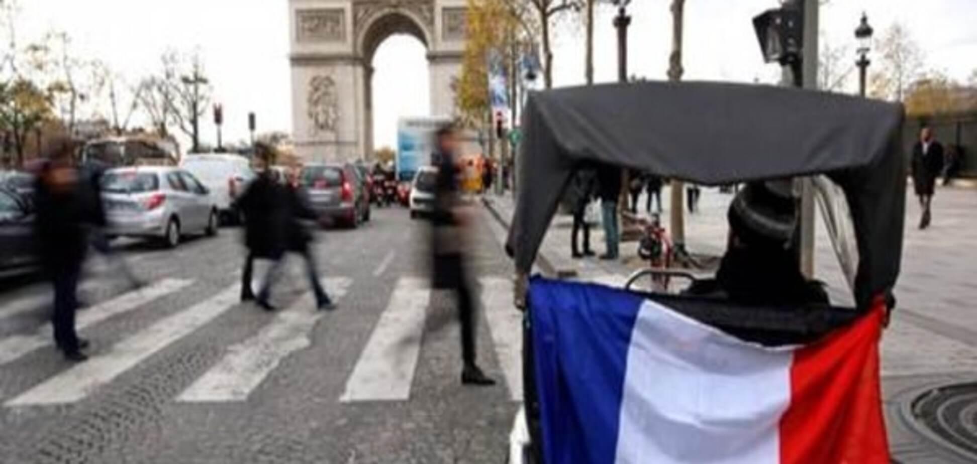 Поліція на два тижні заборонила протести на Єлисейських Полях та в Ле Бурже