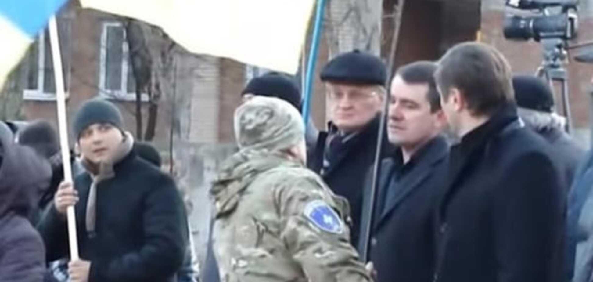 'Завтра вместо него еще чего всунете': мэр Славянска отказался от флага Украины. Видеофакт
