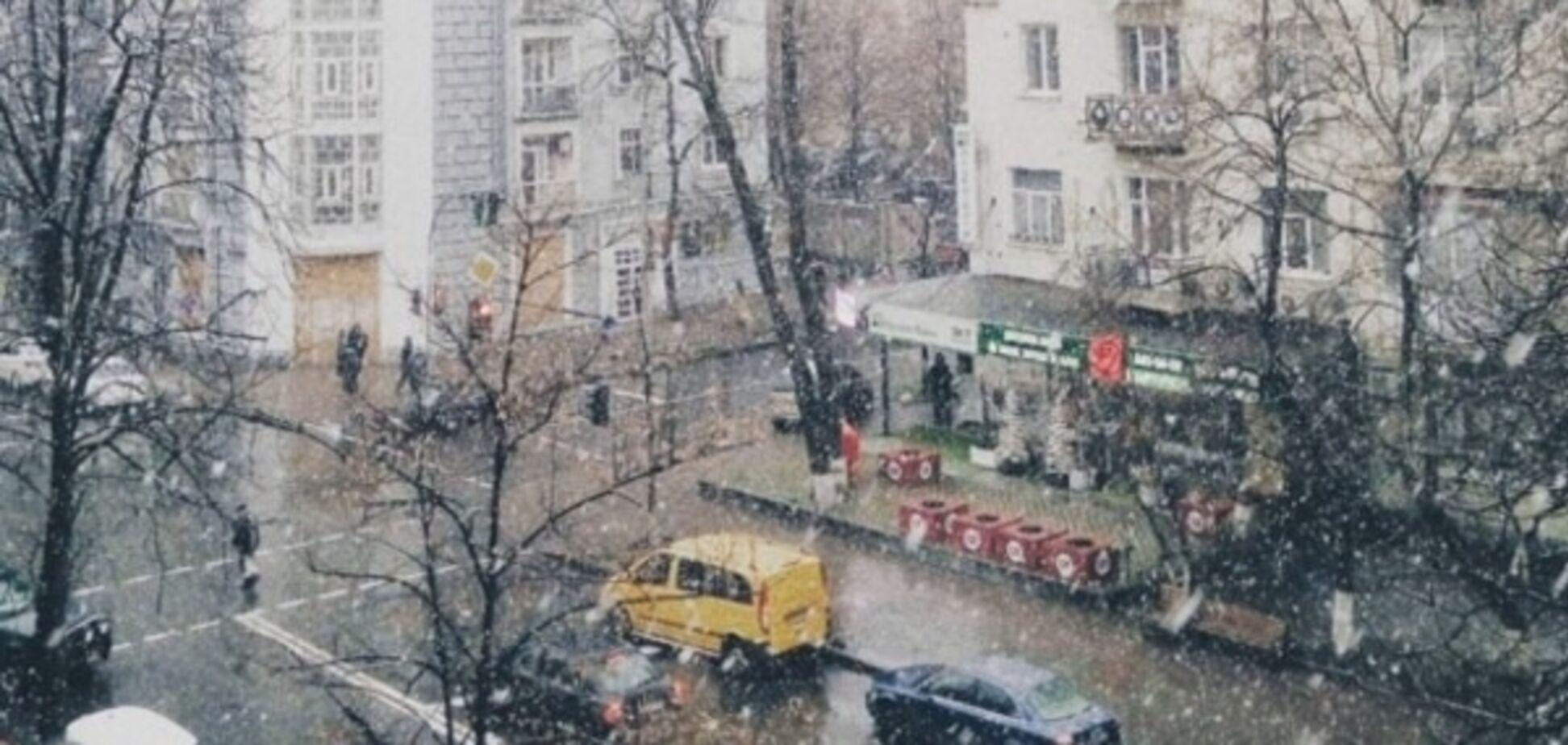 У Києві сильний снігопад: КМДА звернулася до водіїв