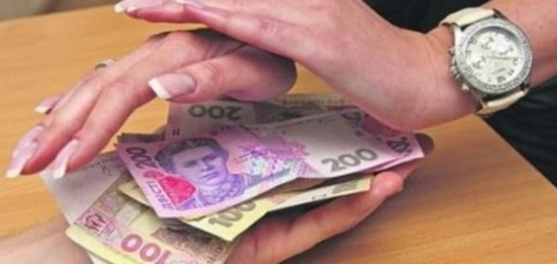 Кожному своє: вкладникам двох банків дозволили забрати гроші