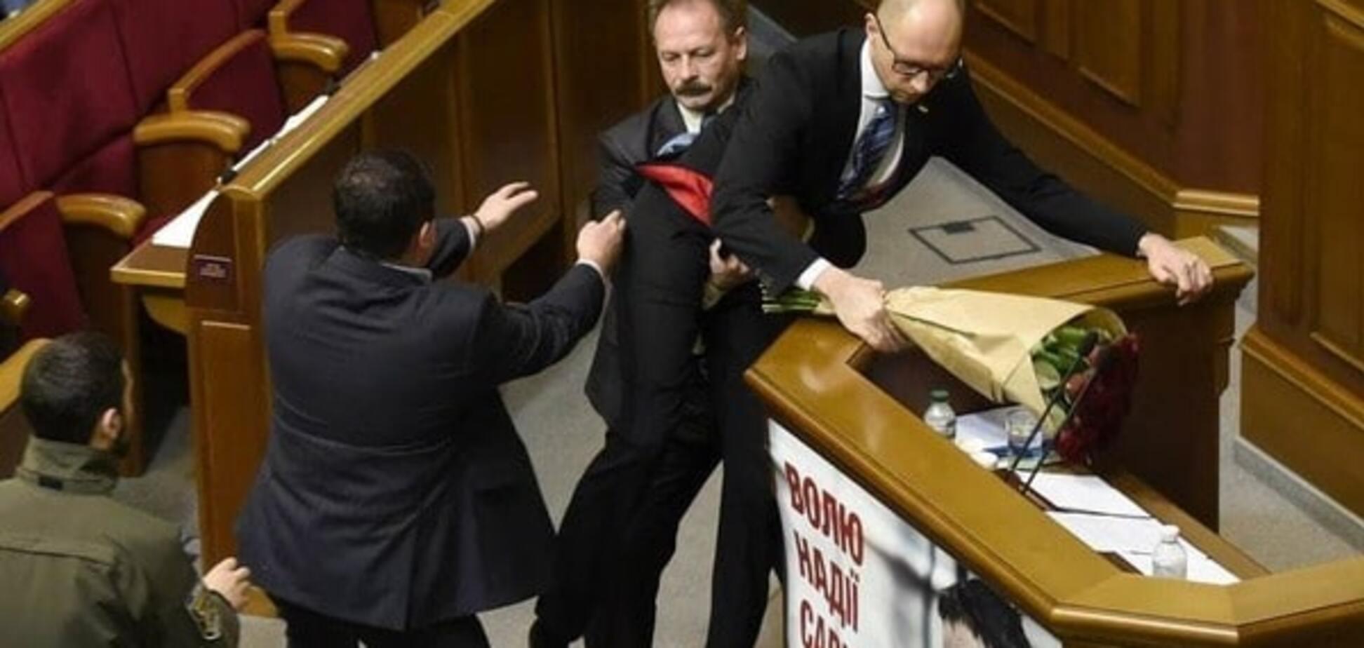 Вынос Яценюка: появилось полное видео нападения Барны на премьера