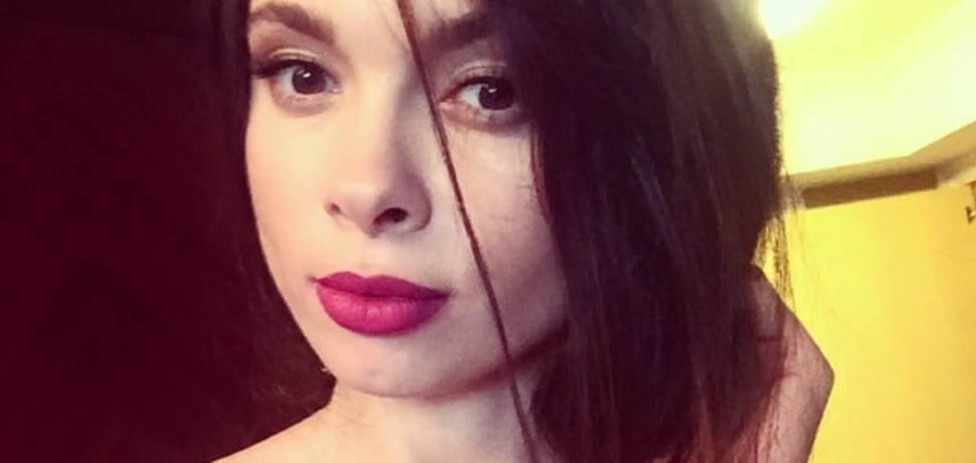 Декольте сукні: дружина лідера 'Динамо' похвалилася філігранною фігурою