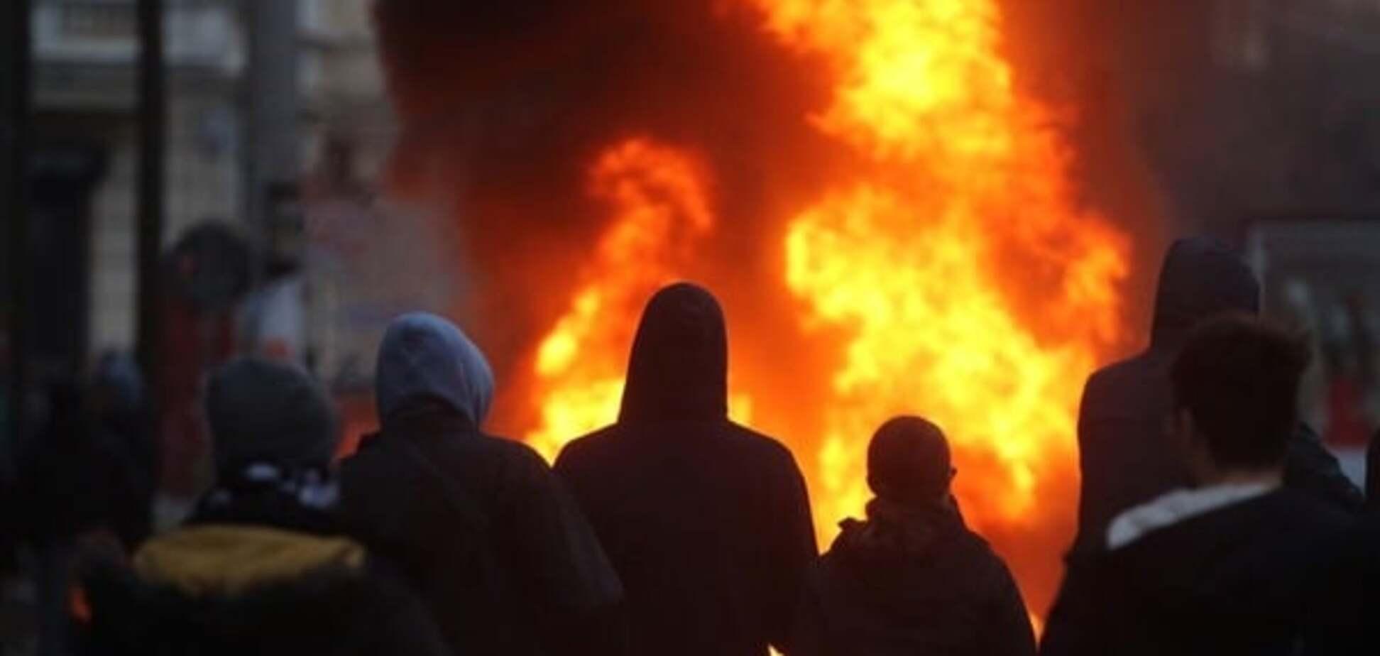 Лейпциг у вогні: в місті зіткнулися неонацисти і антинацисти