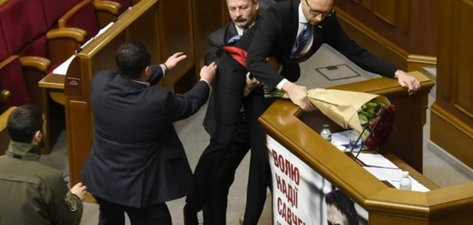 Украинская политика съехала в буффонаду - Bloomberg View
