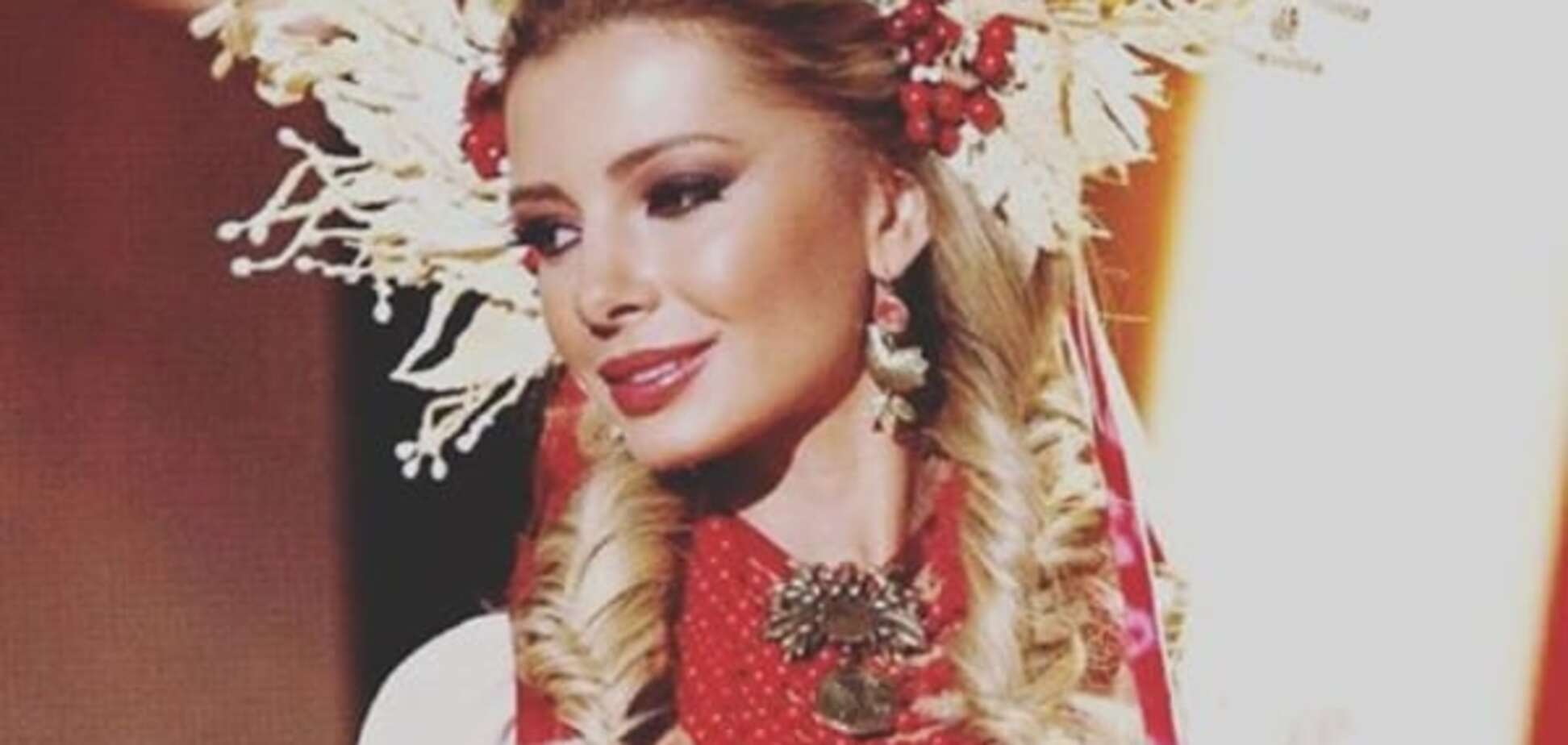 'Міс Всесвіт - 2015': українка показала розкішний національний костюм