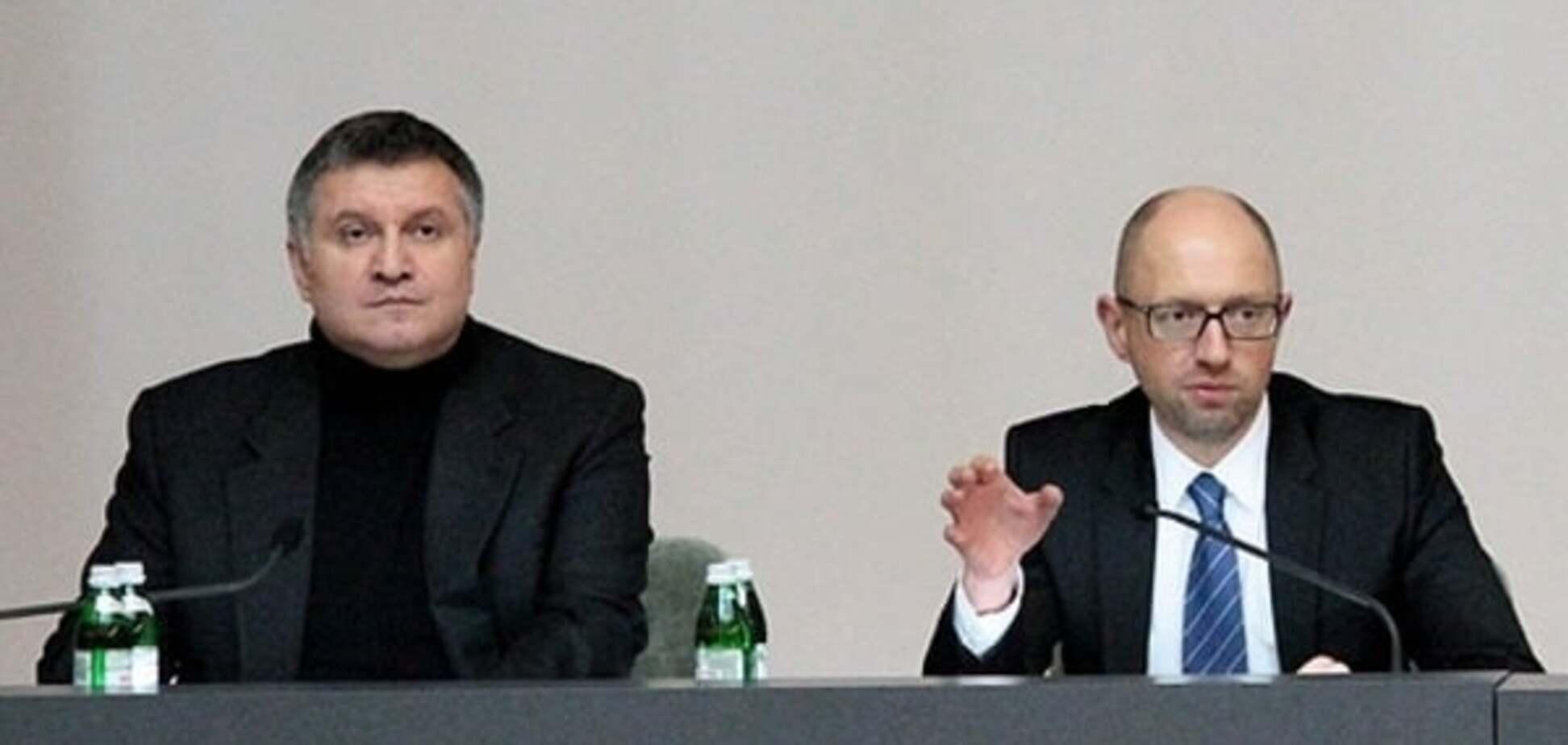 'Без них корупція розвалиться': соцмережі висміяли 'незамінність' Яценюка й Авакова