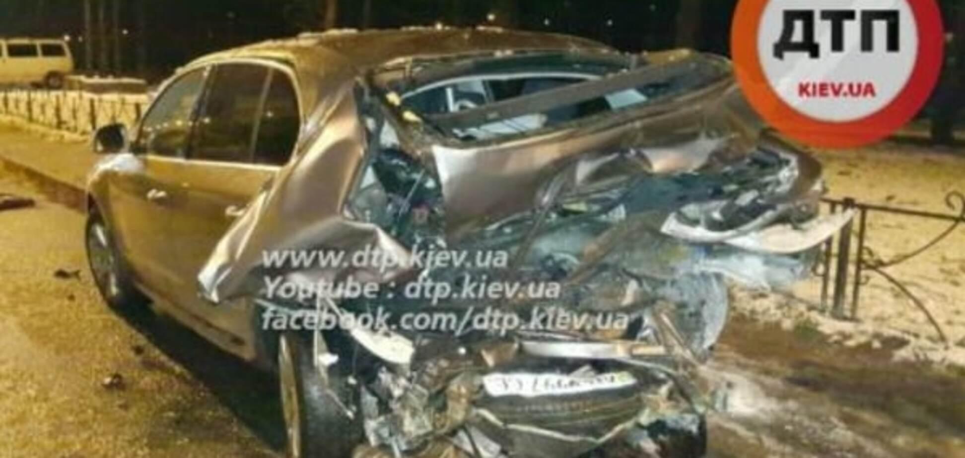 У Києві водій на BMW розбив припаркований автомобіль