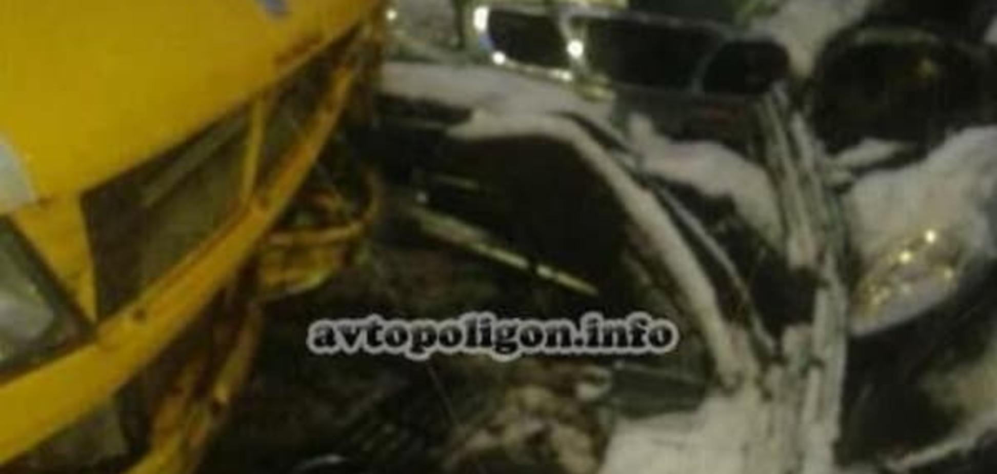 На Киевщине автомобиль протаранил маршрутку: есть пострадавшие