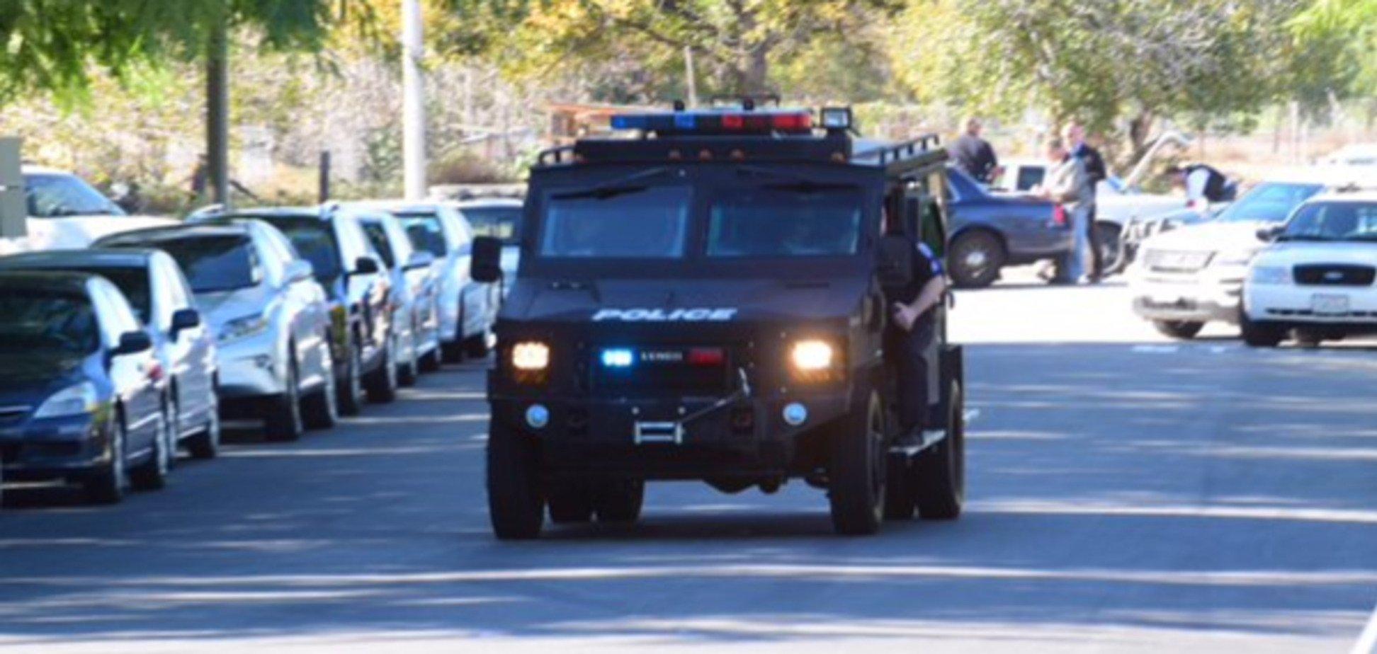 Каліфорнійський стрілець 'озброєний до зубів' і носить бронежилет - поліція