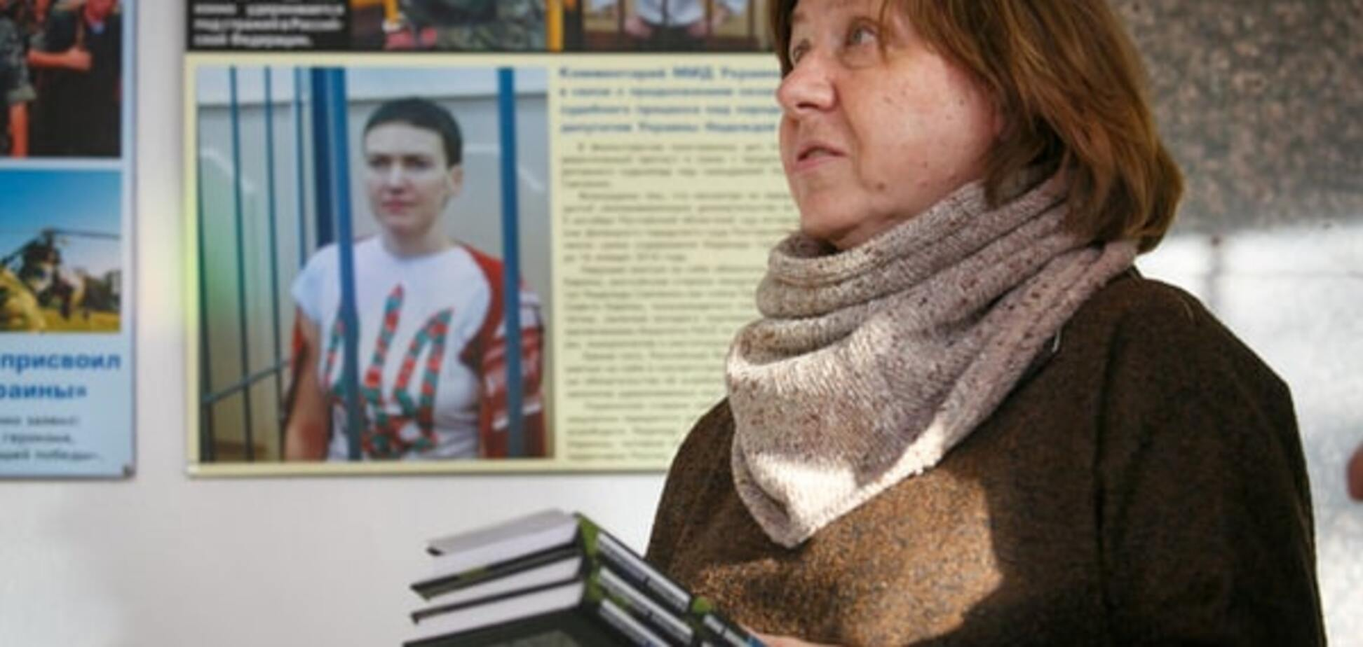 Світлана Алексієвич передала Надії Савченко свої книги