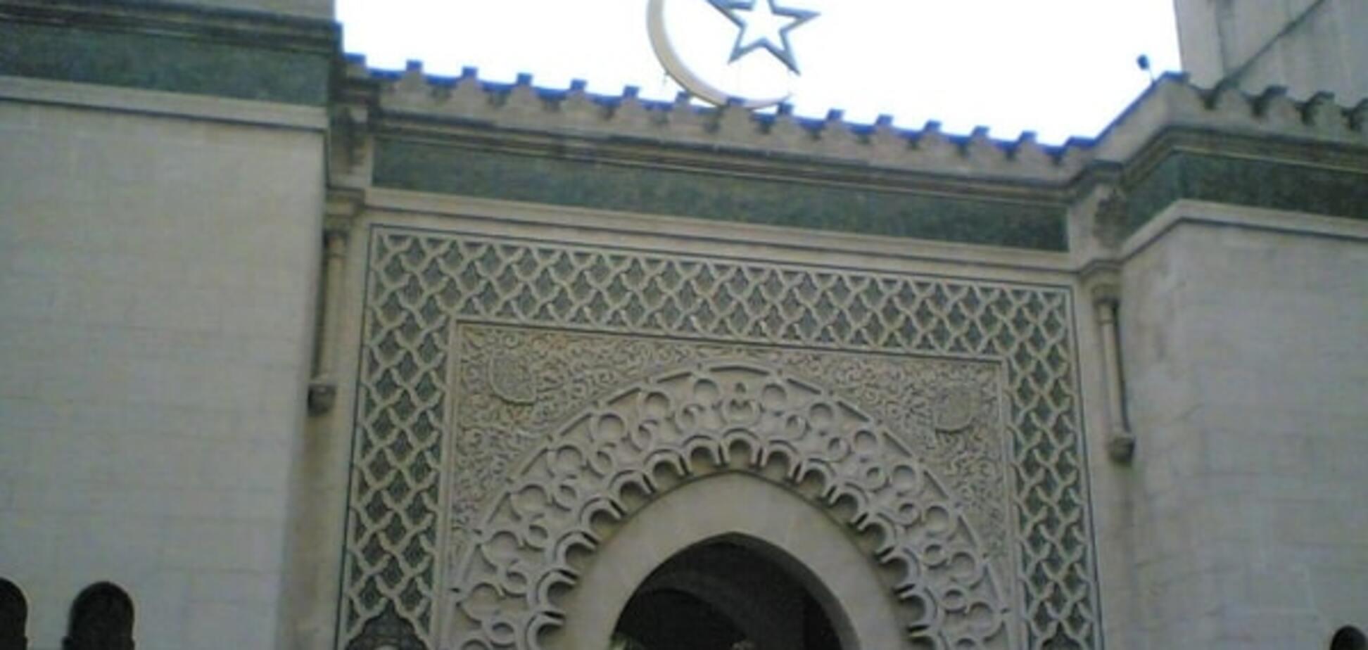 Теракты в Париже: во Франции 'забанили' три мечети