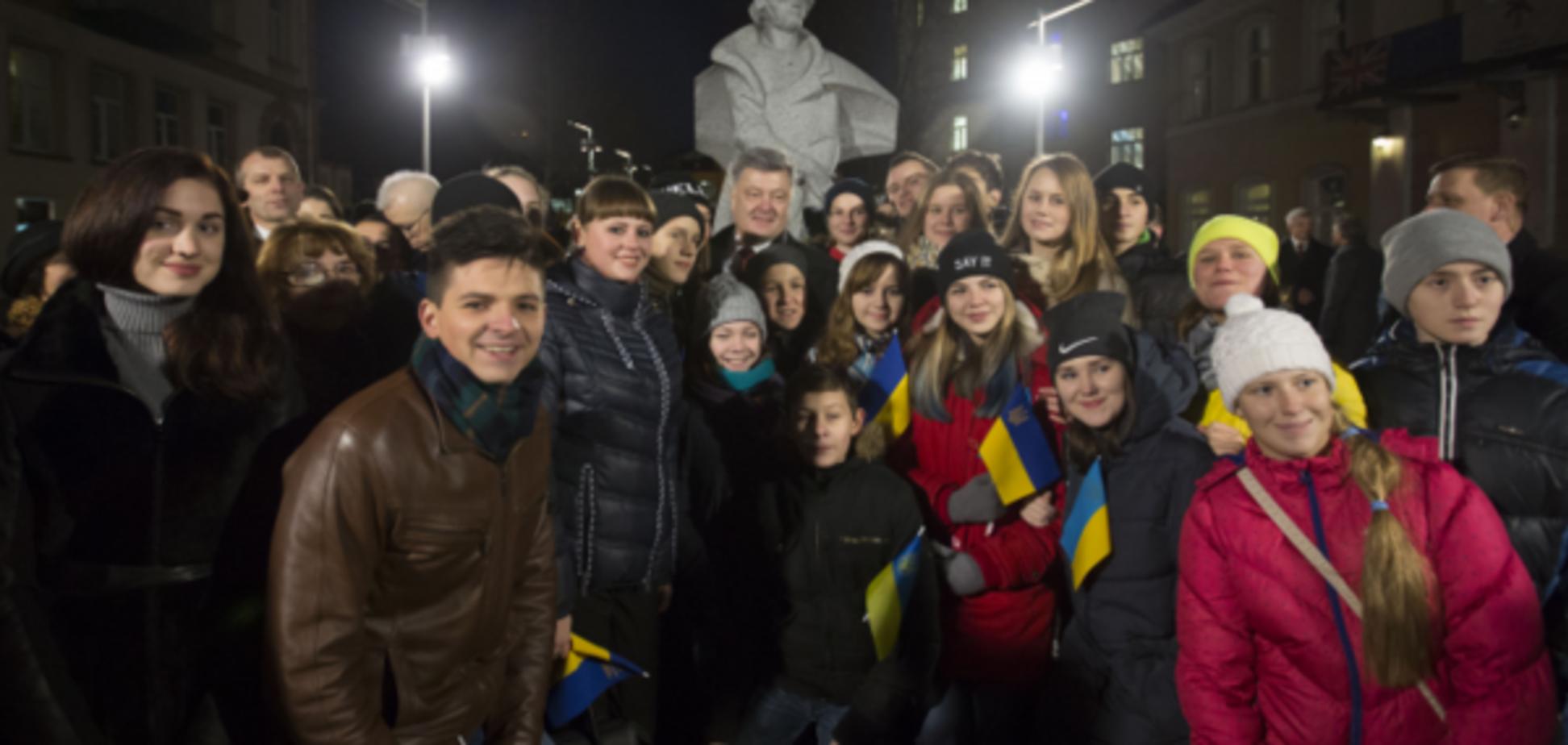 Порошенко в Литві: хочу бачити українську молодь в Європі
