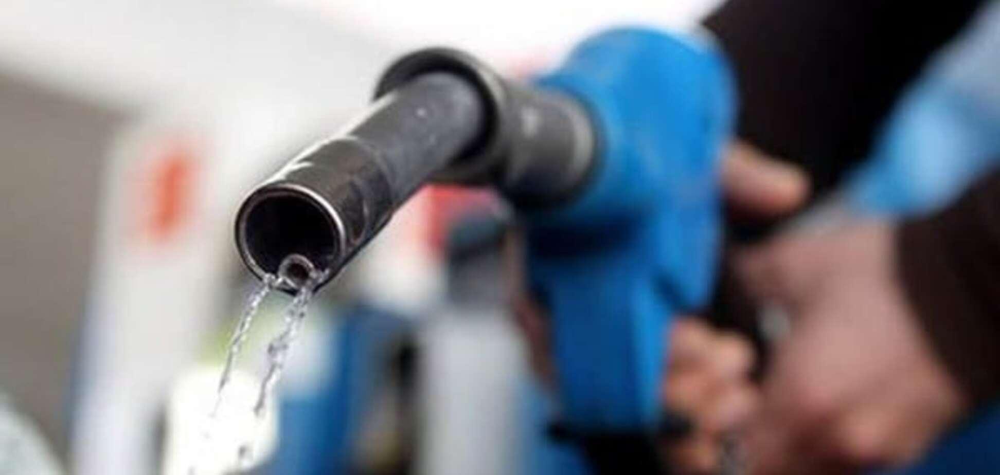 Бензинова мафія: чому в Україні втридорога продають бодягу замість палива