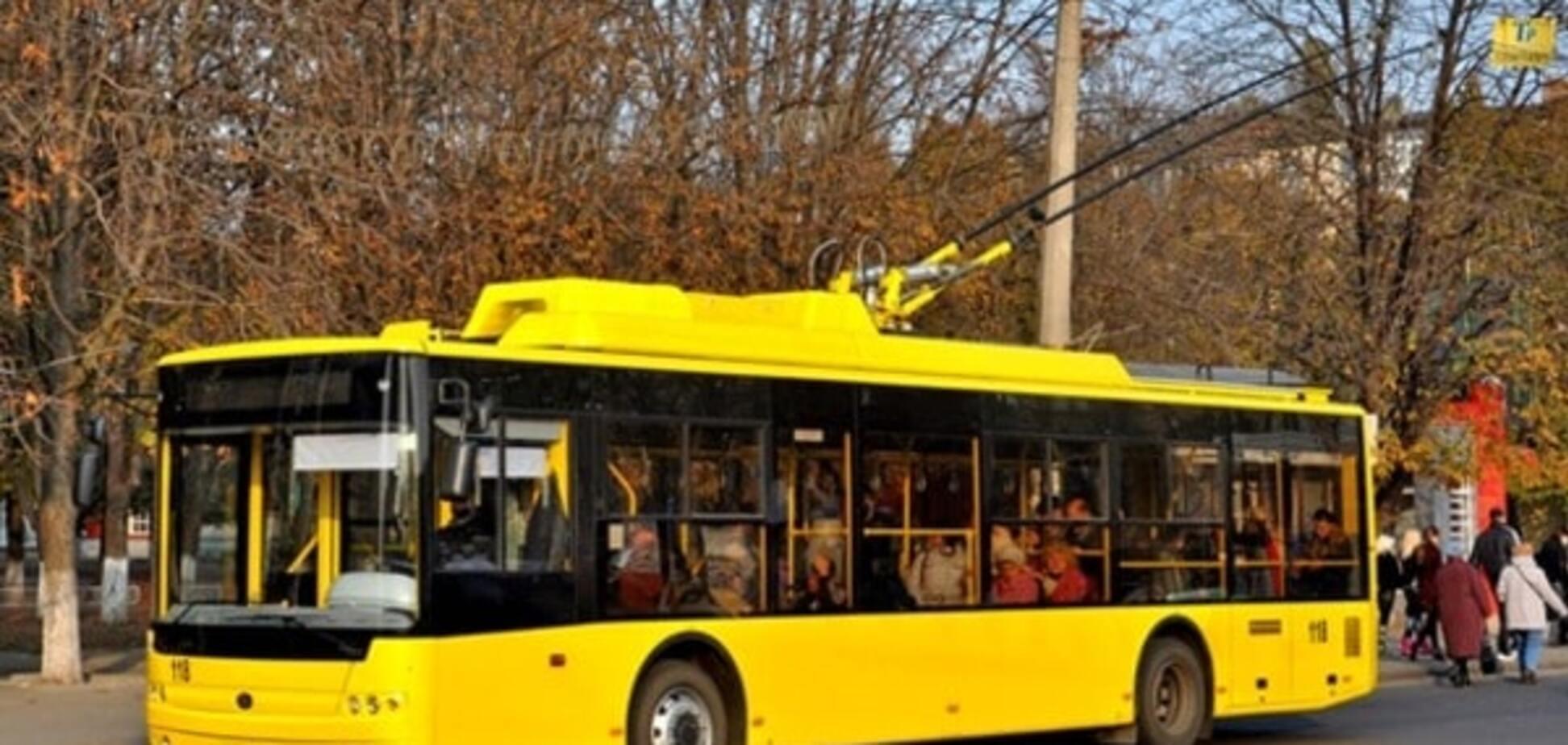 В Киеве троллейбус наехал на прохожего
