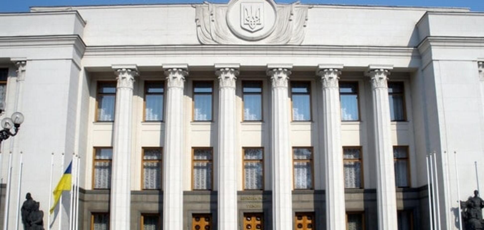 Пікет Верховної Ради: активісти з Кривого Рогу не покинуть Київ до призначення перевиборів
