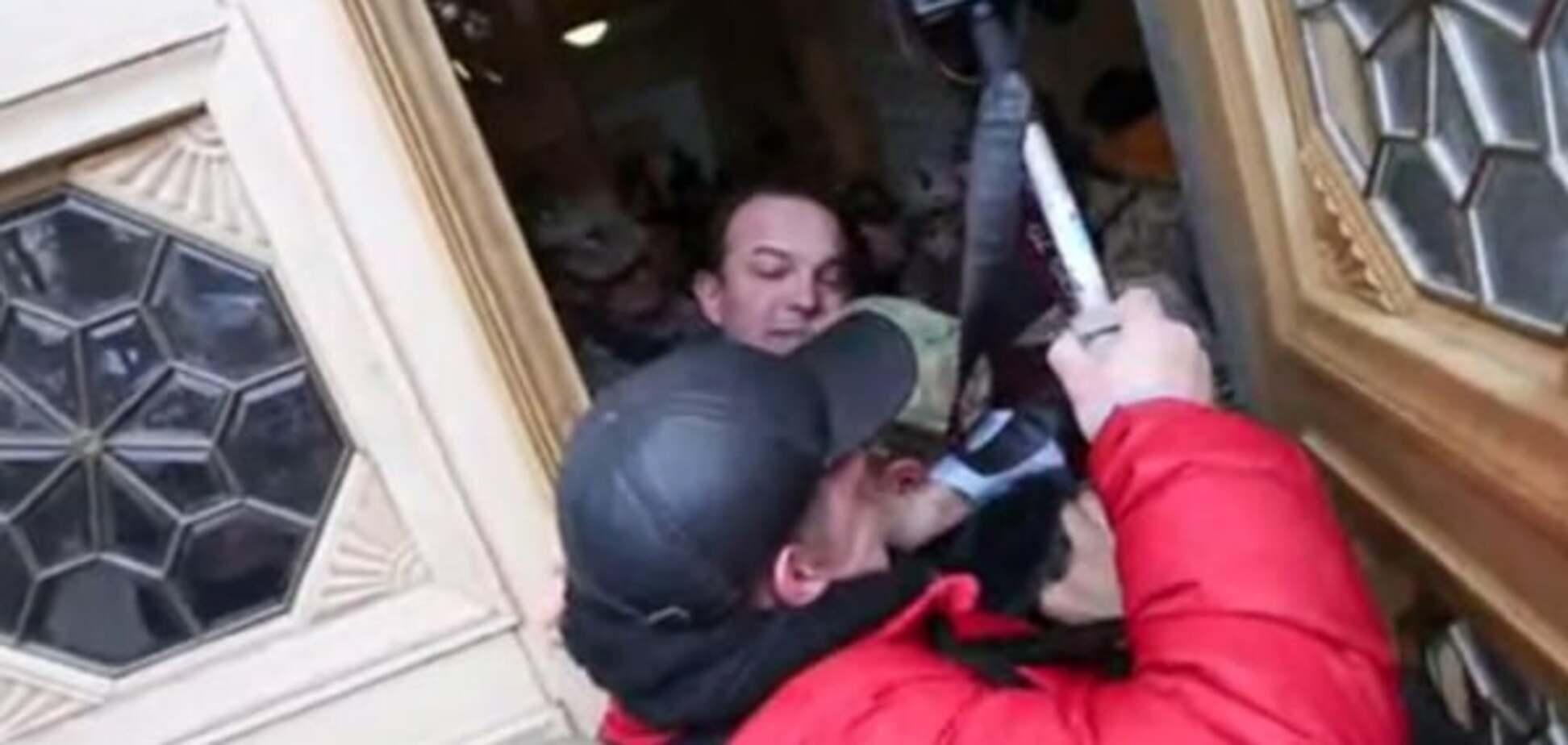 З матом і гранатою: опубліковано відео 'прориву' Соболєва в Раду
