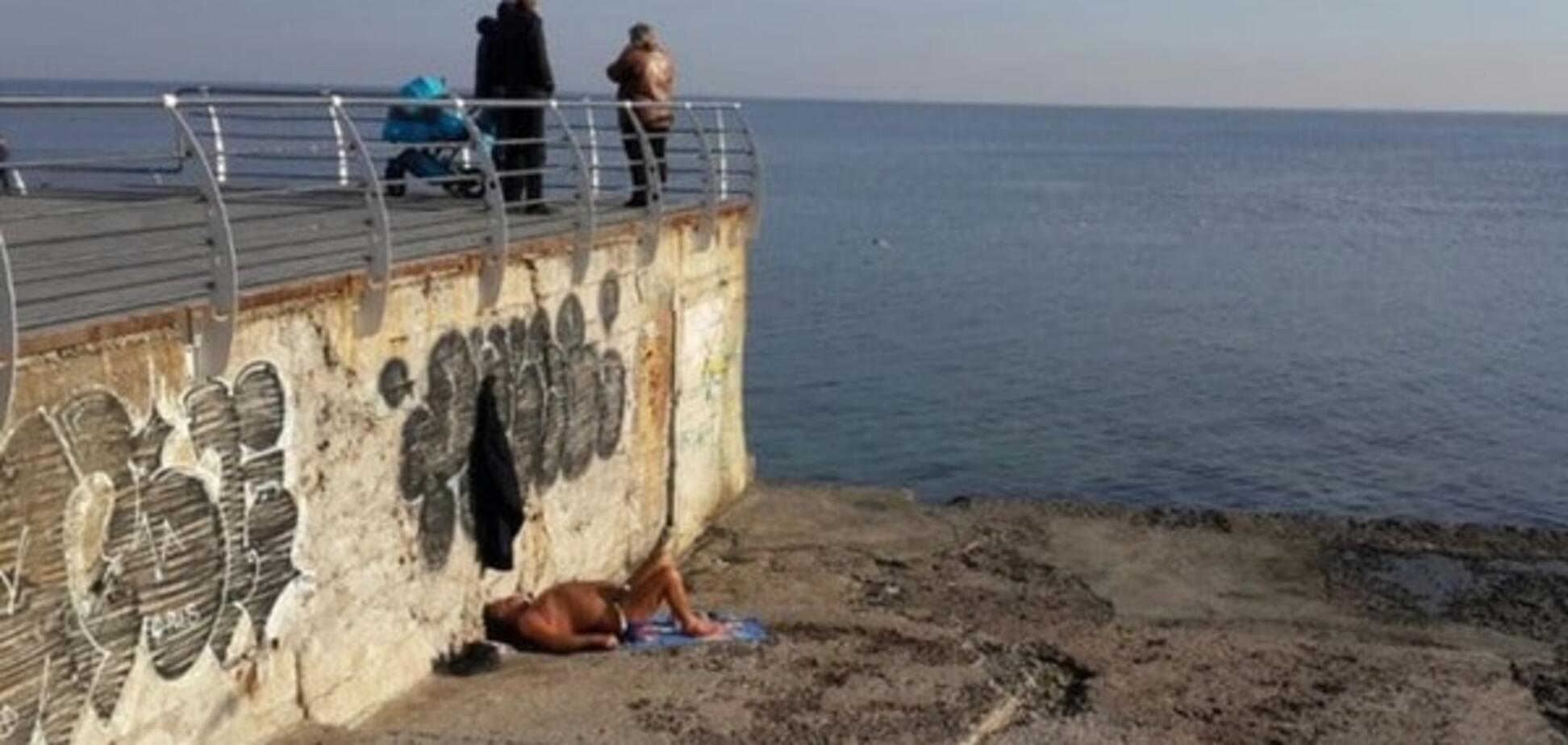 Одесит відкрив пляжний сезон у грудні: фотофакт