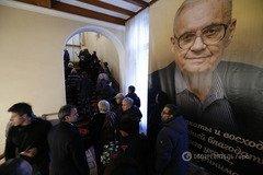 Конец эпохи. Похороны Эльдара Рязанова закончились скандалом: фото и видео церемонии