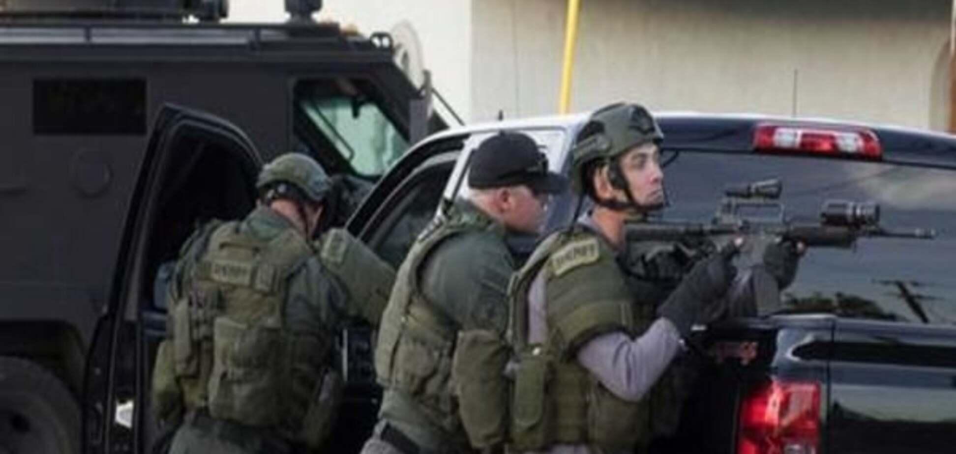 Стрілянина в Каліфорнії: двох підозрюваних у нападі вбито