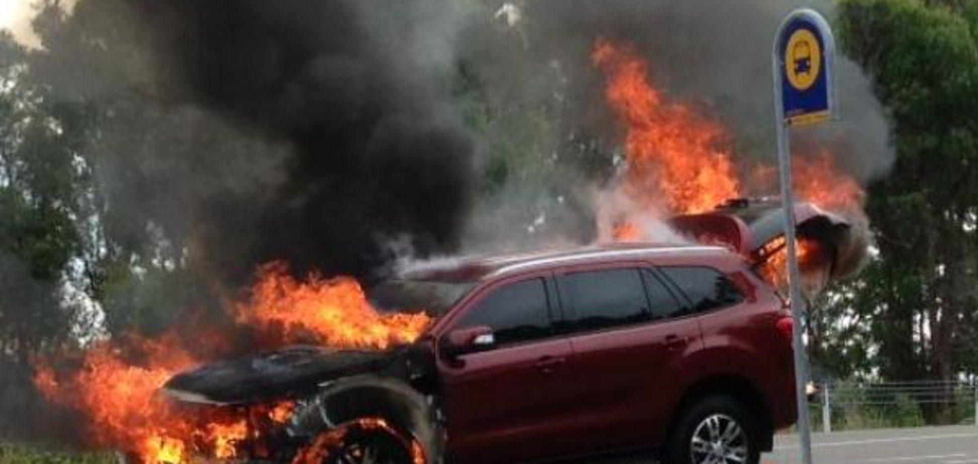 Новий позашляховик Ford згорів дотла під час тест-драйву: опубліковано фото