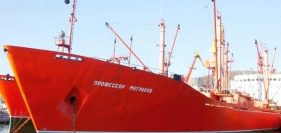 Без света и с трупом: в Китае арестовали российский корабль